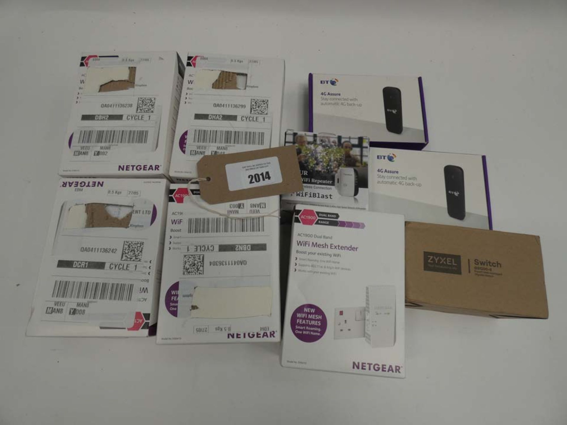 Lot 2014 - Bag containing Netgear AC1900 WiFi extenders, BT 4G Assure dongles, Zyxel Switch etc