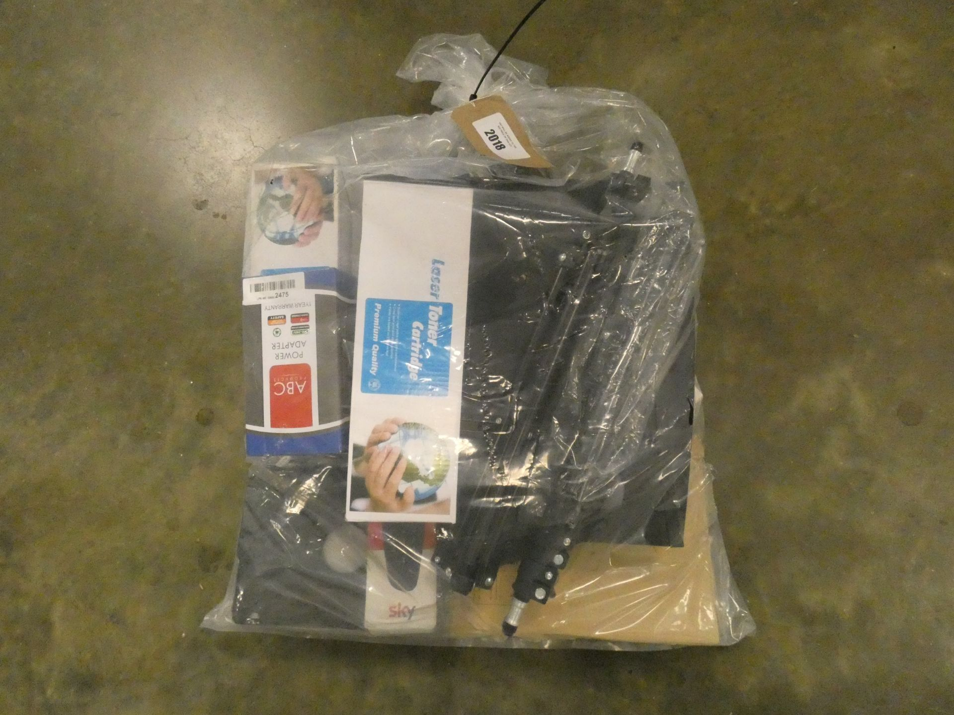 Lot 2018 - Bag containing quantity of miscellaneous electrical items
