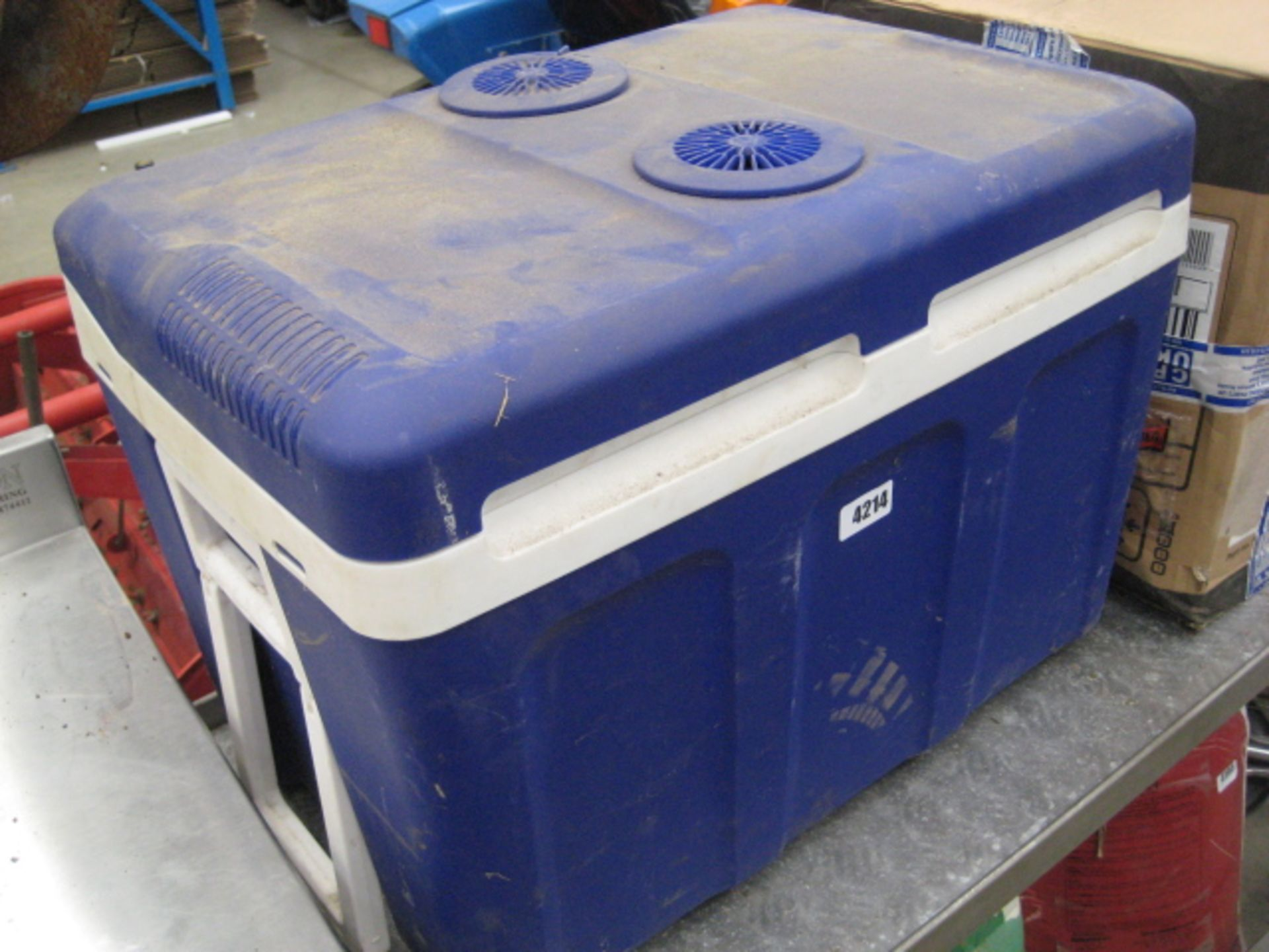 Lot 4214 - Roadtek 12/24 volt thermoelectric cooler & warmer