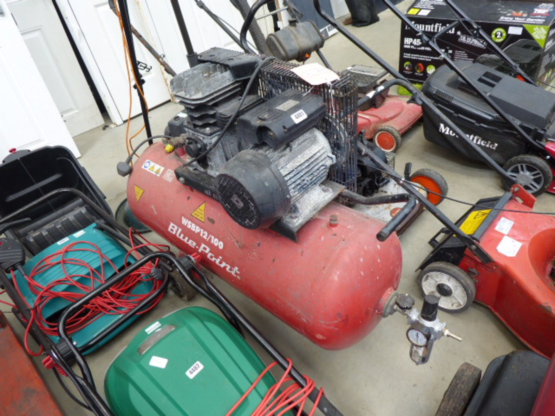 Lot 4481 - Blue point electric compressor