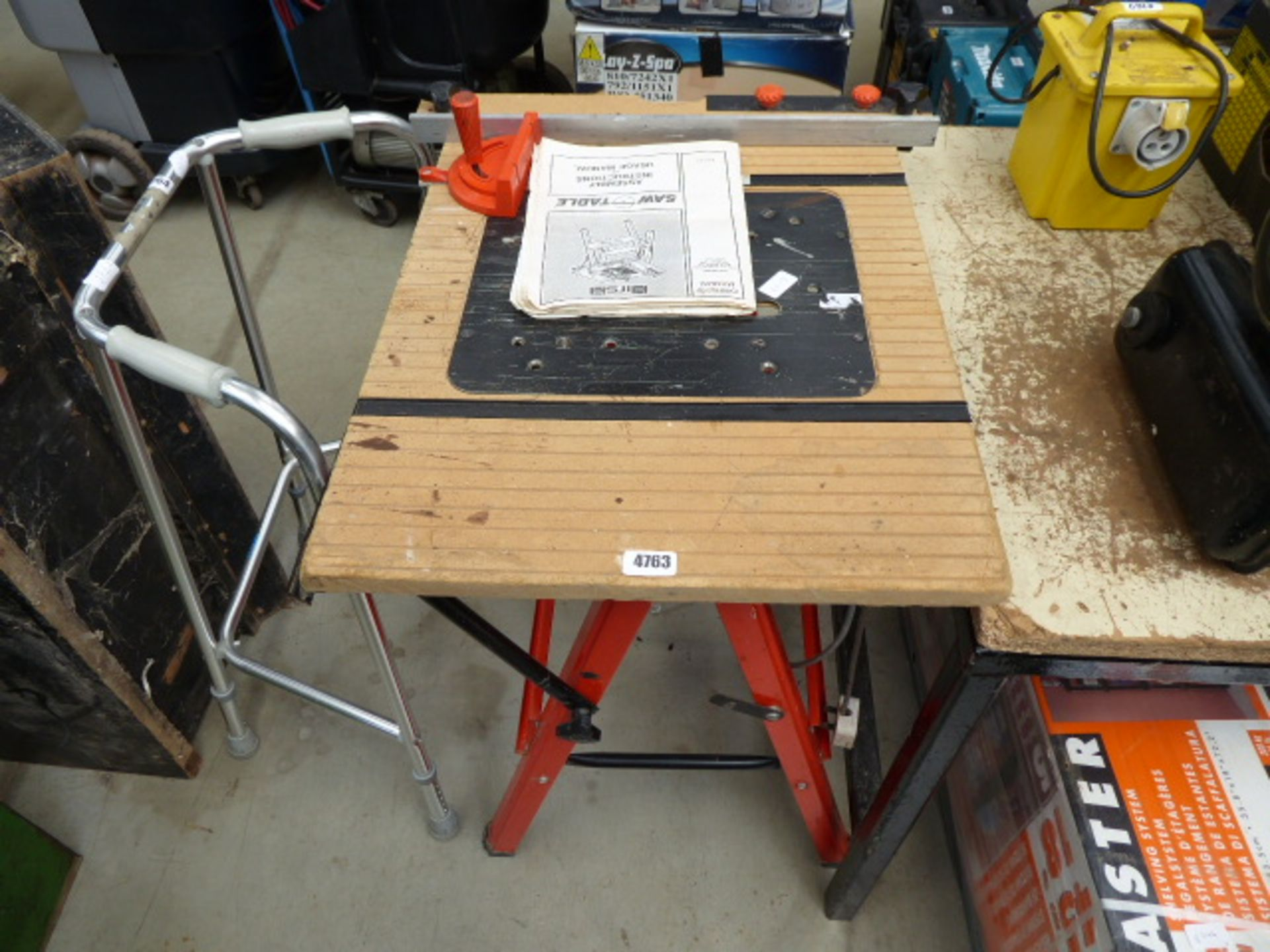 Lot 4763 - 4347 Table saw bench