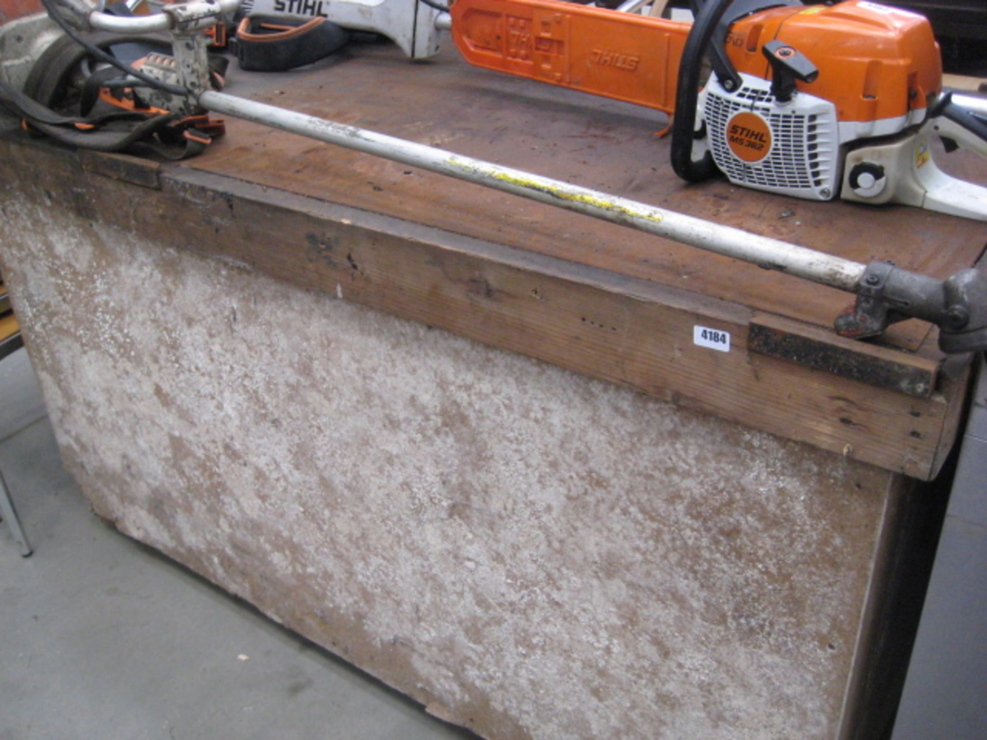 Lot 4184 - Large heavy duty work bench with inch thick steel plate top