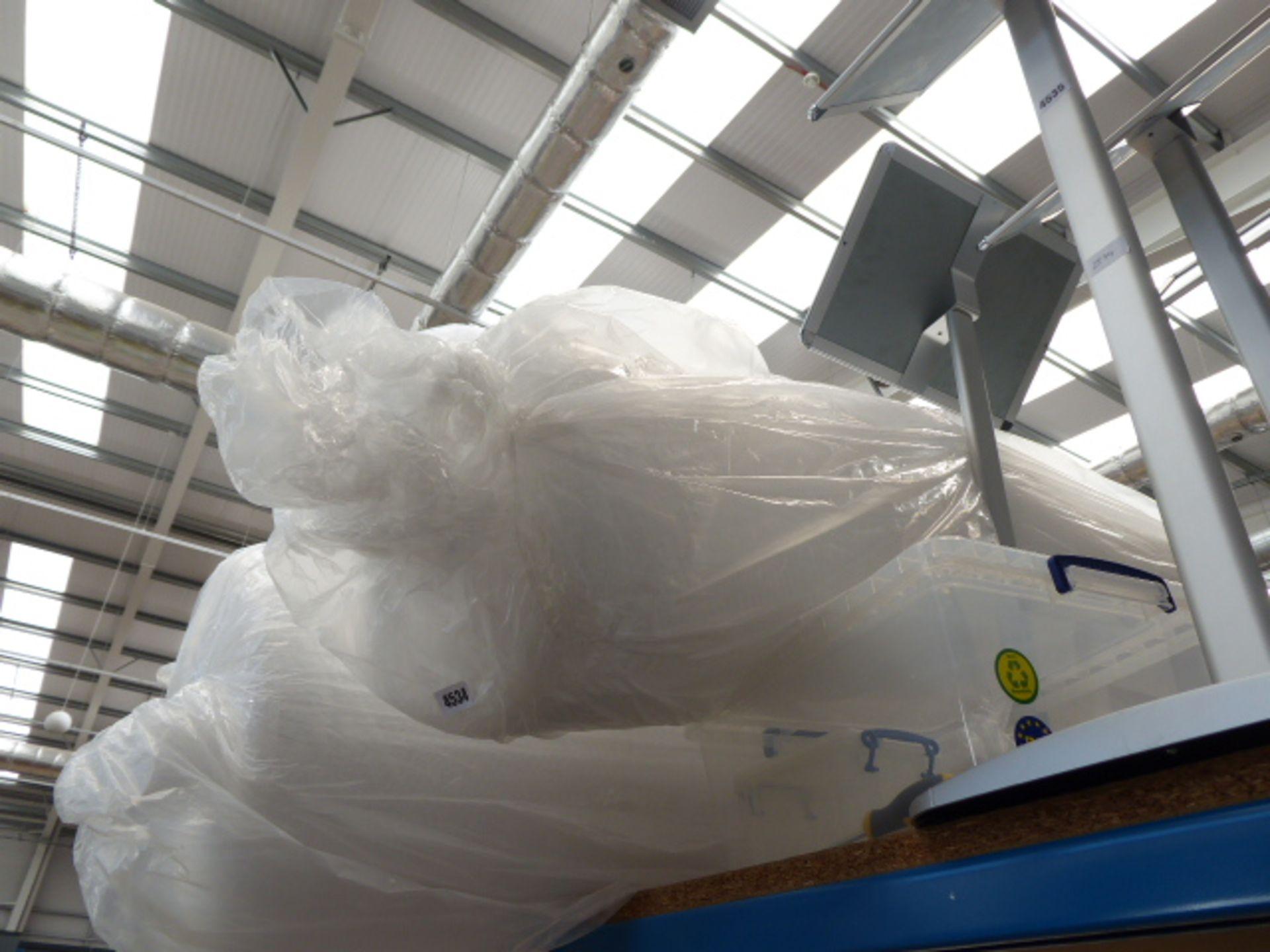 Lot 4534 - Thin roll of bubblewrap
