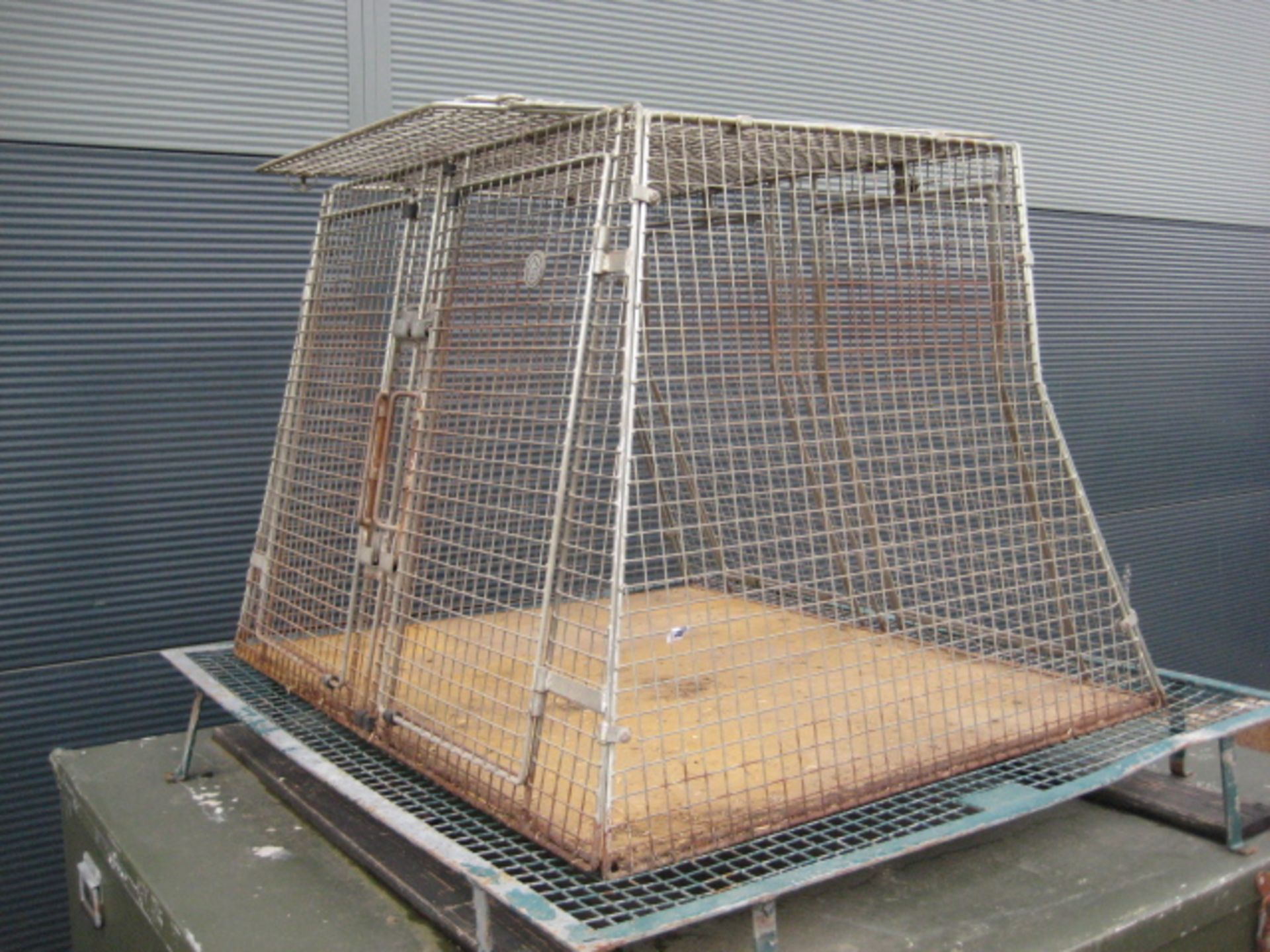 Lot 4108 - Steel wire mesh double Dog transit box