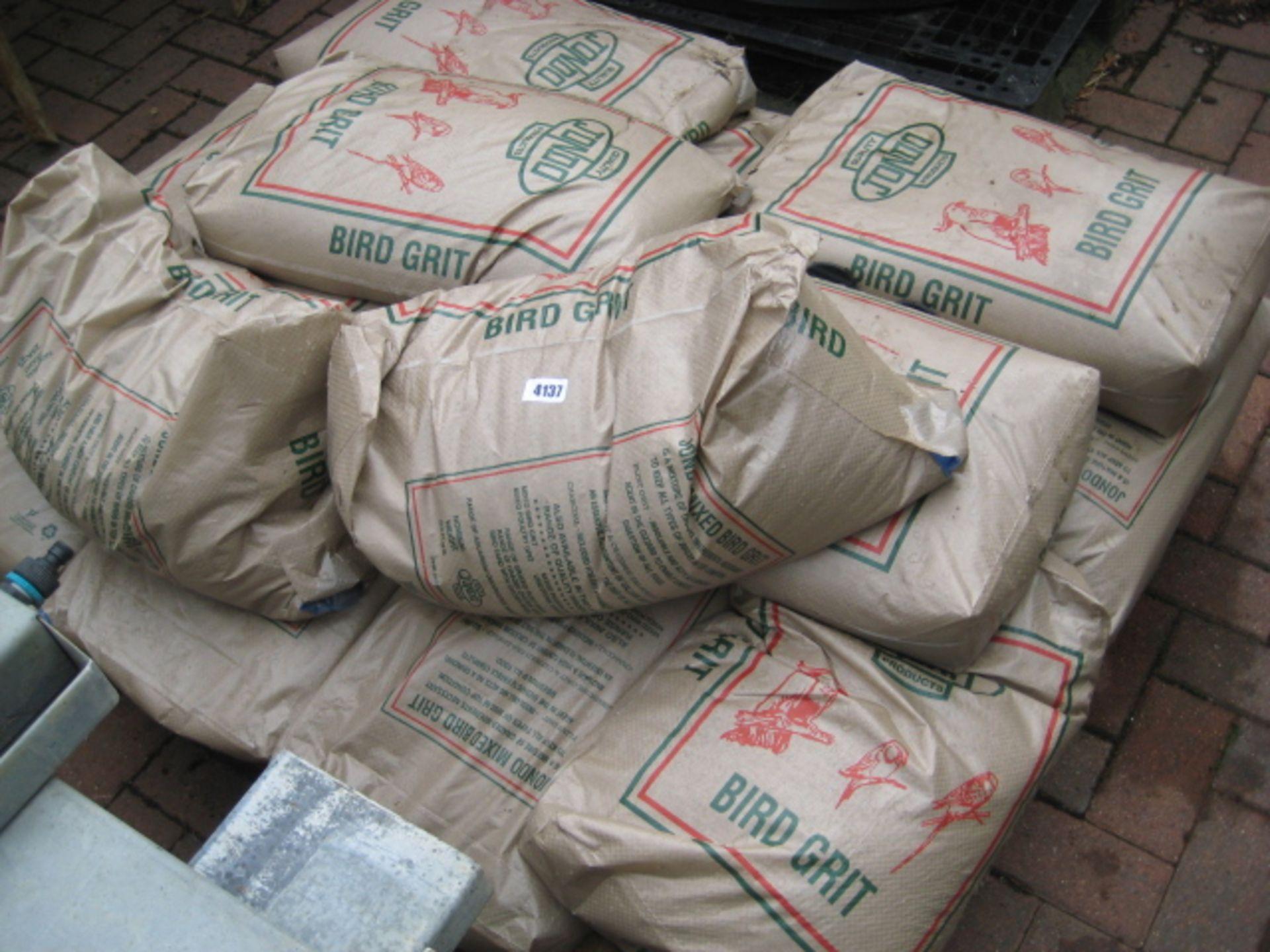 Lot 4137 - Pallet of 25kg bags of Jondo bird grit