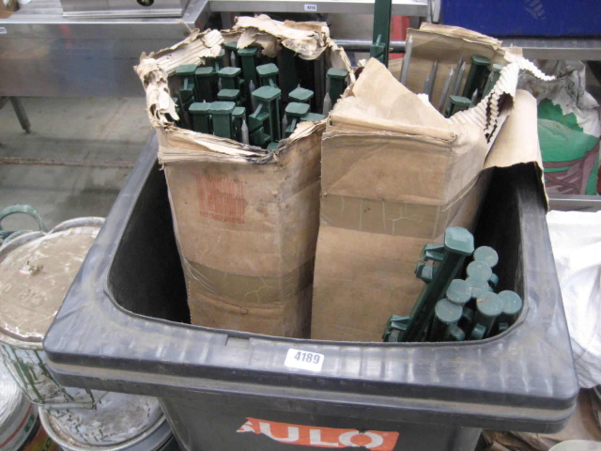 Lot 4189 - Pallet containing a large quantity of electric fencing, post spikes, insulators and wire