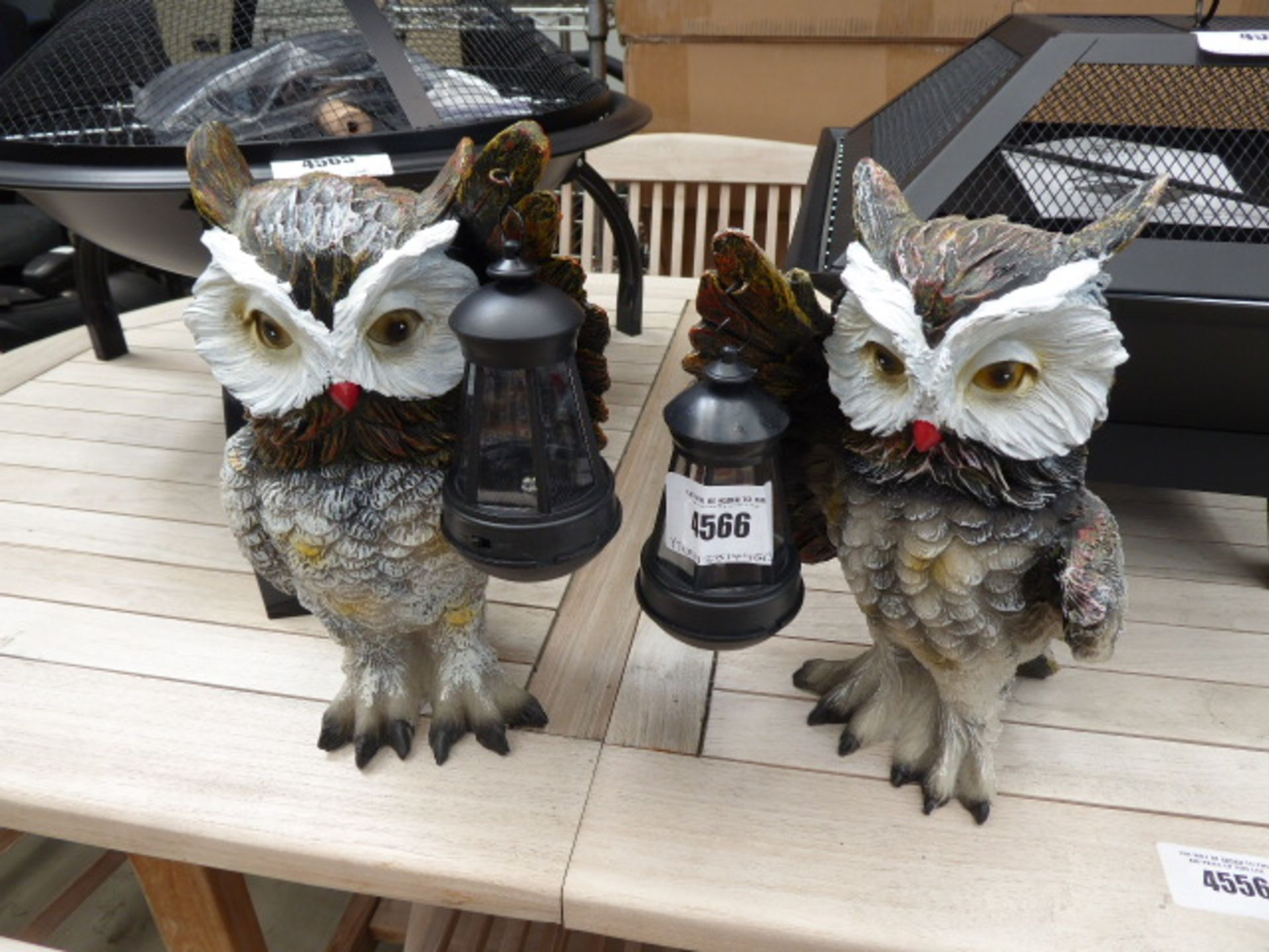 Lot 4566 - 2 resin garden owls with lamps