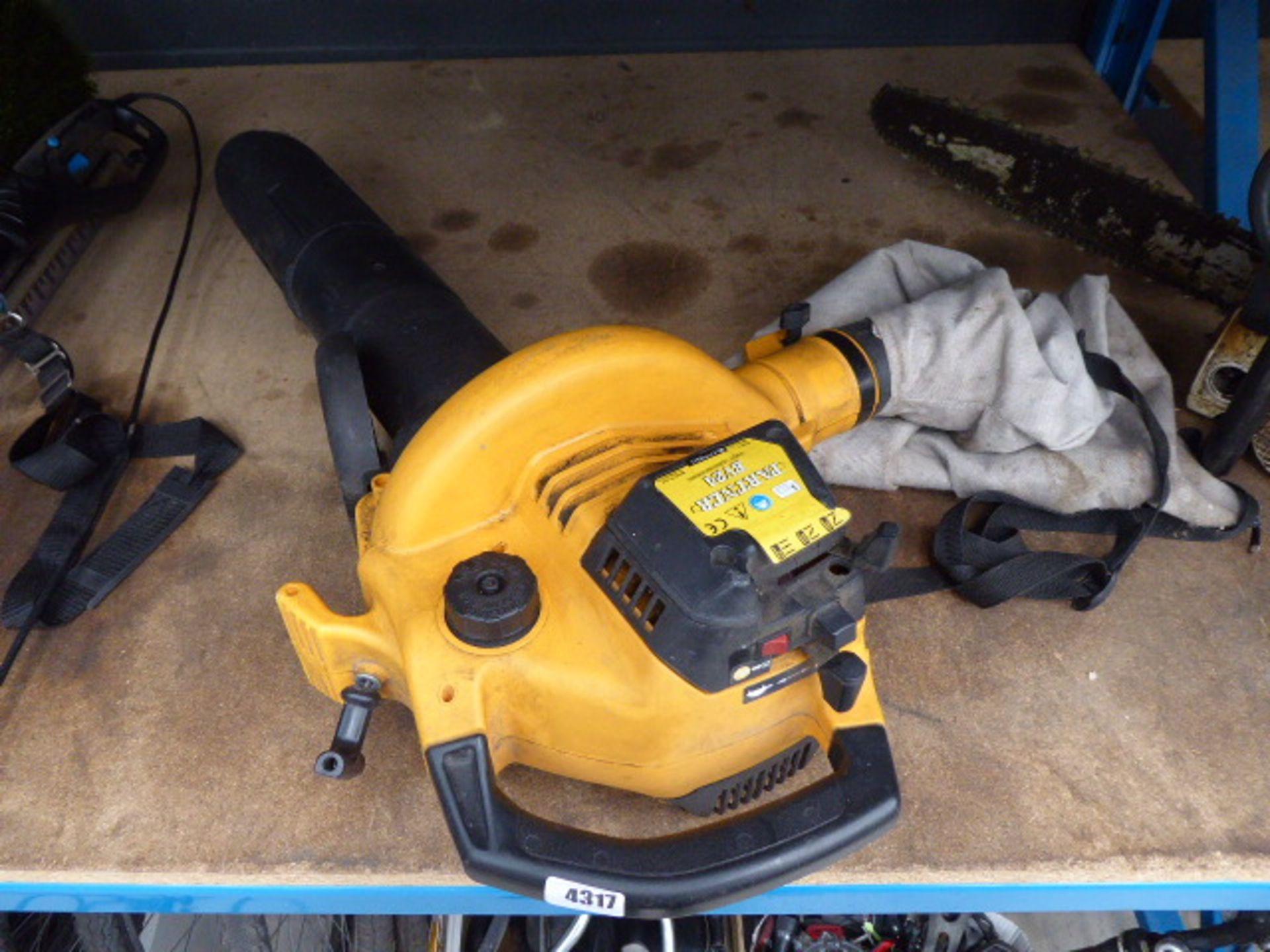 Lot 4317 - 4075 Partner petrol powered leaf blower with bag
