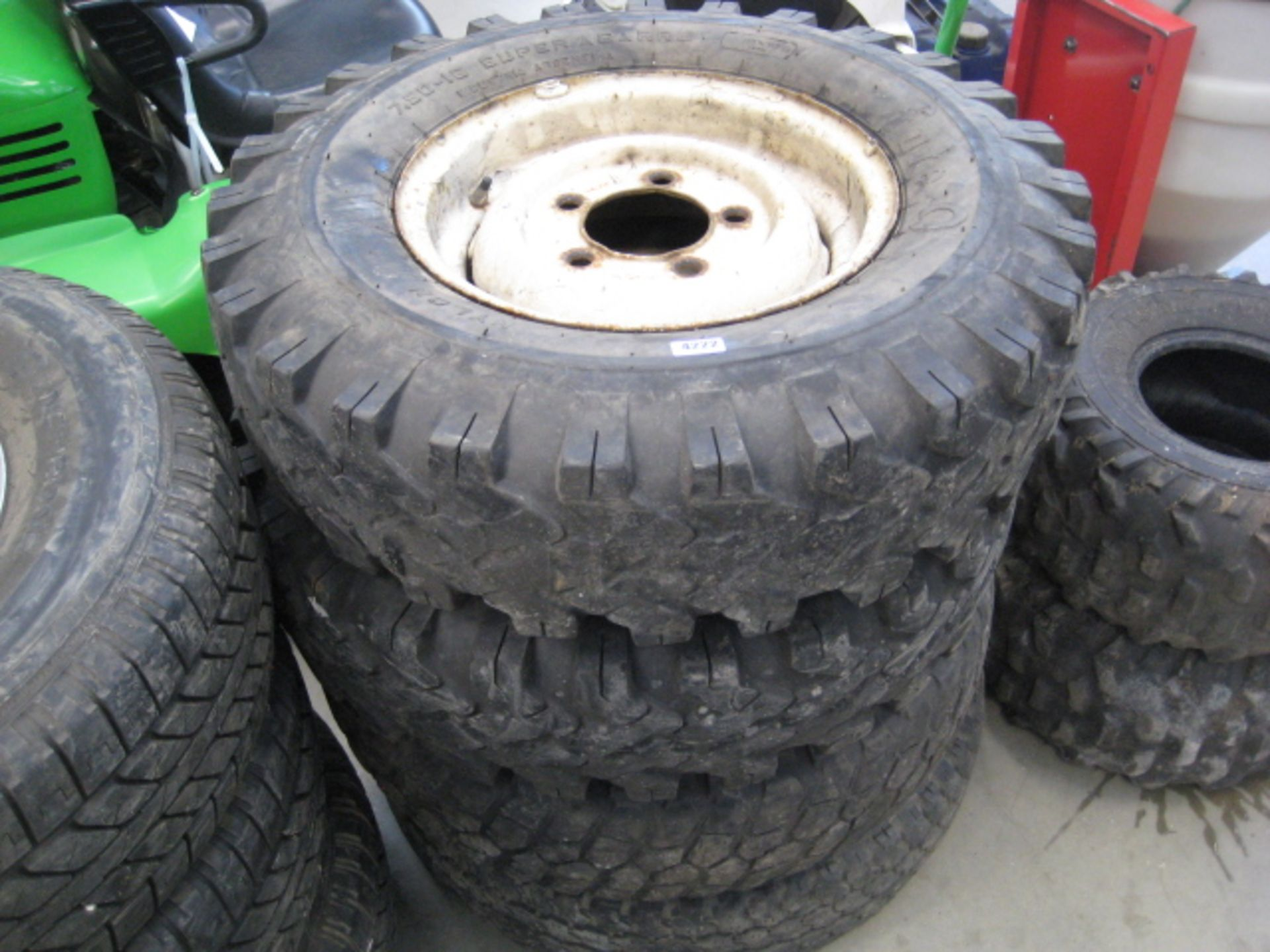 Lot 4222 - 4 Series Land Rover wheels and tyres