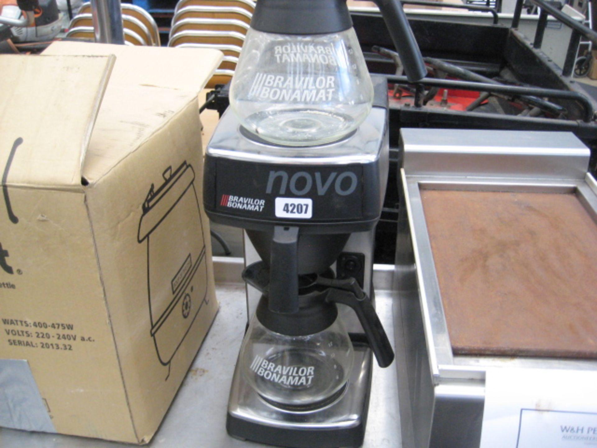 Lot 4207 - Bonamat Novo coffee percolator with 2 jugs