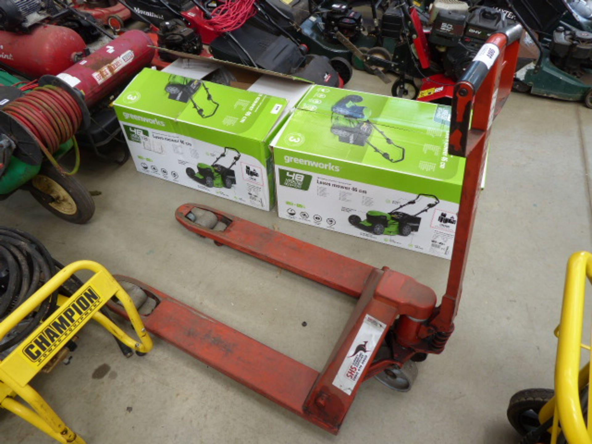 Lot 4486 - Red roller pump truck