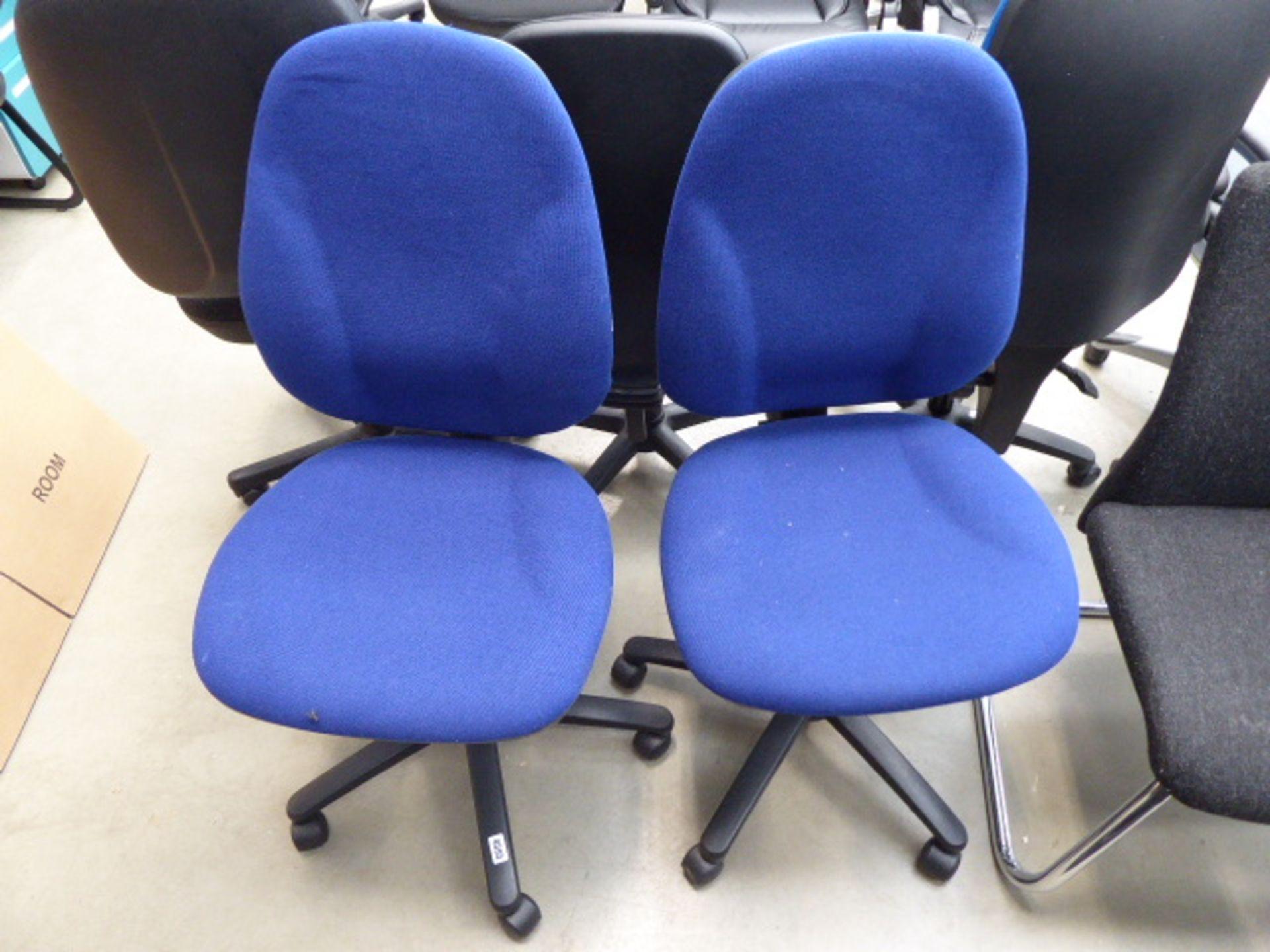 Lot 4595 - 2 blue cloth swivel chairs