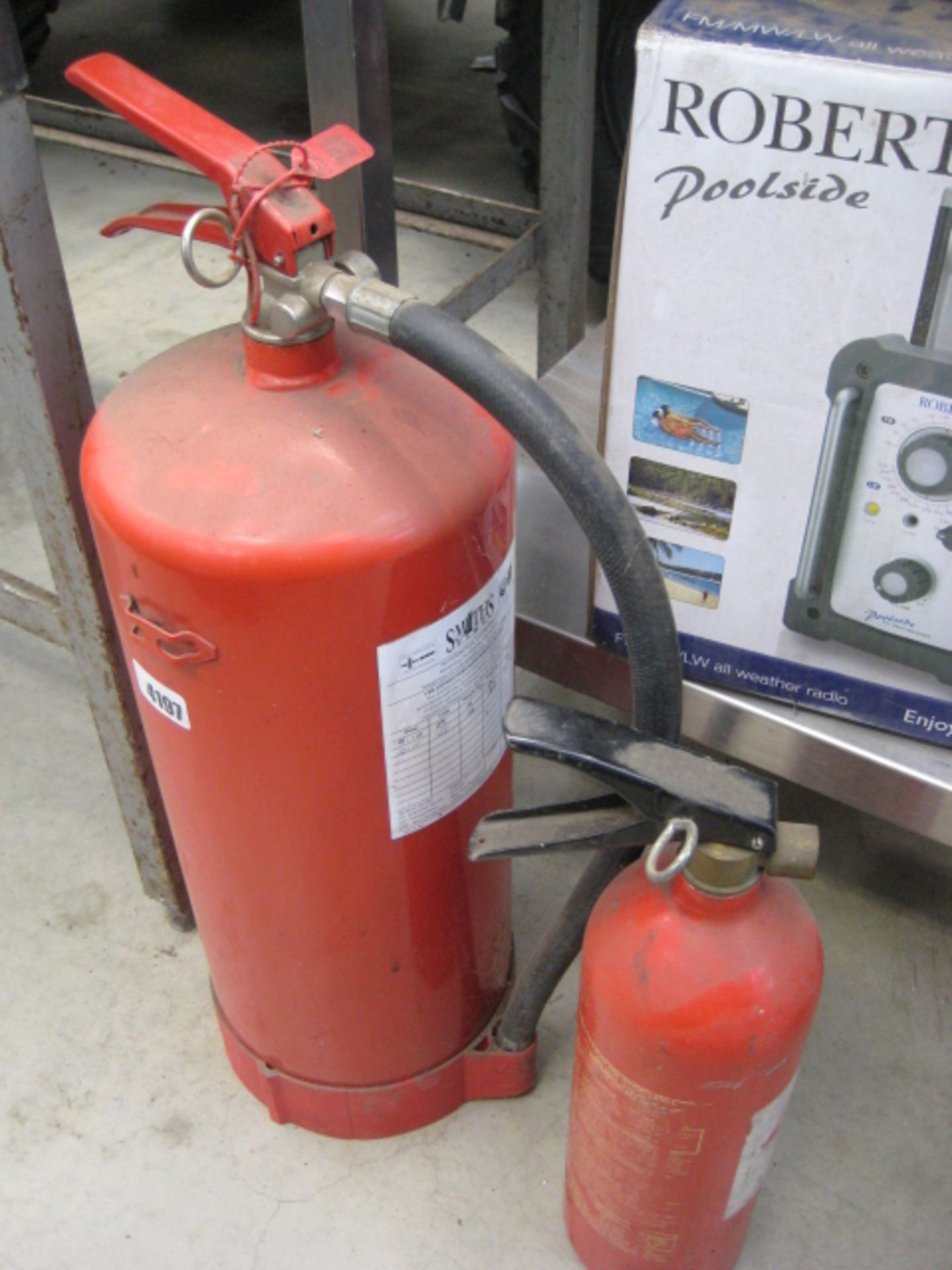 Lot 4197 - 2 fire extinguishers