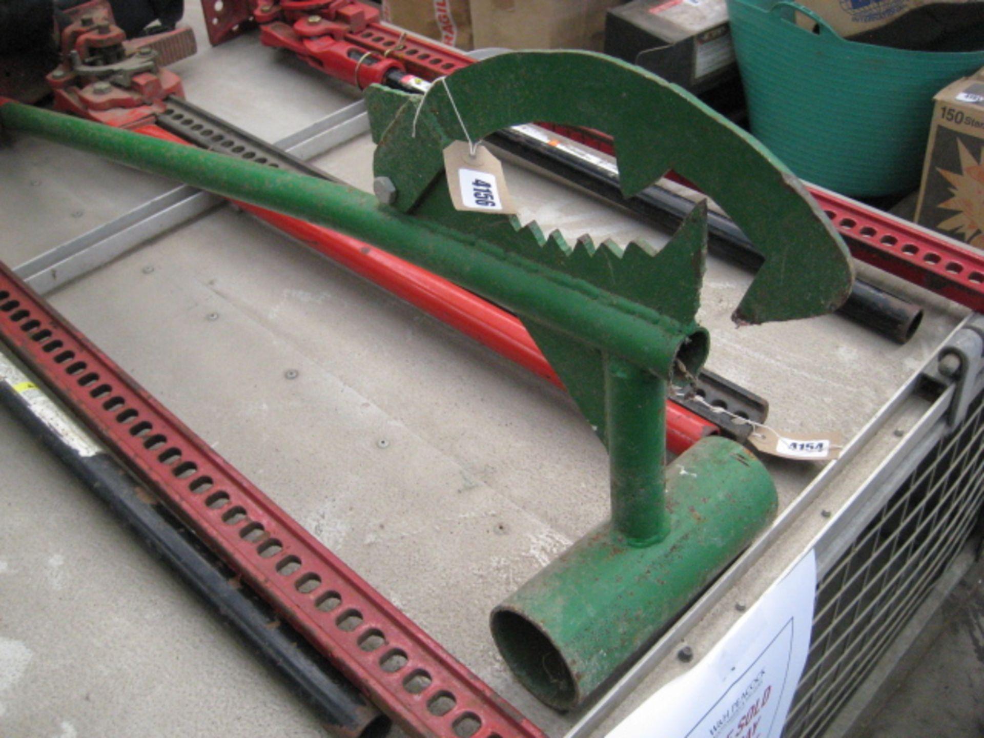 Lot 4156 - Steel log roller