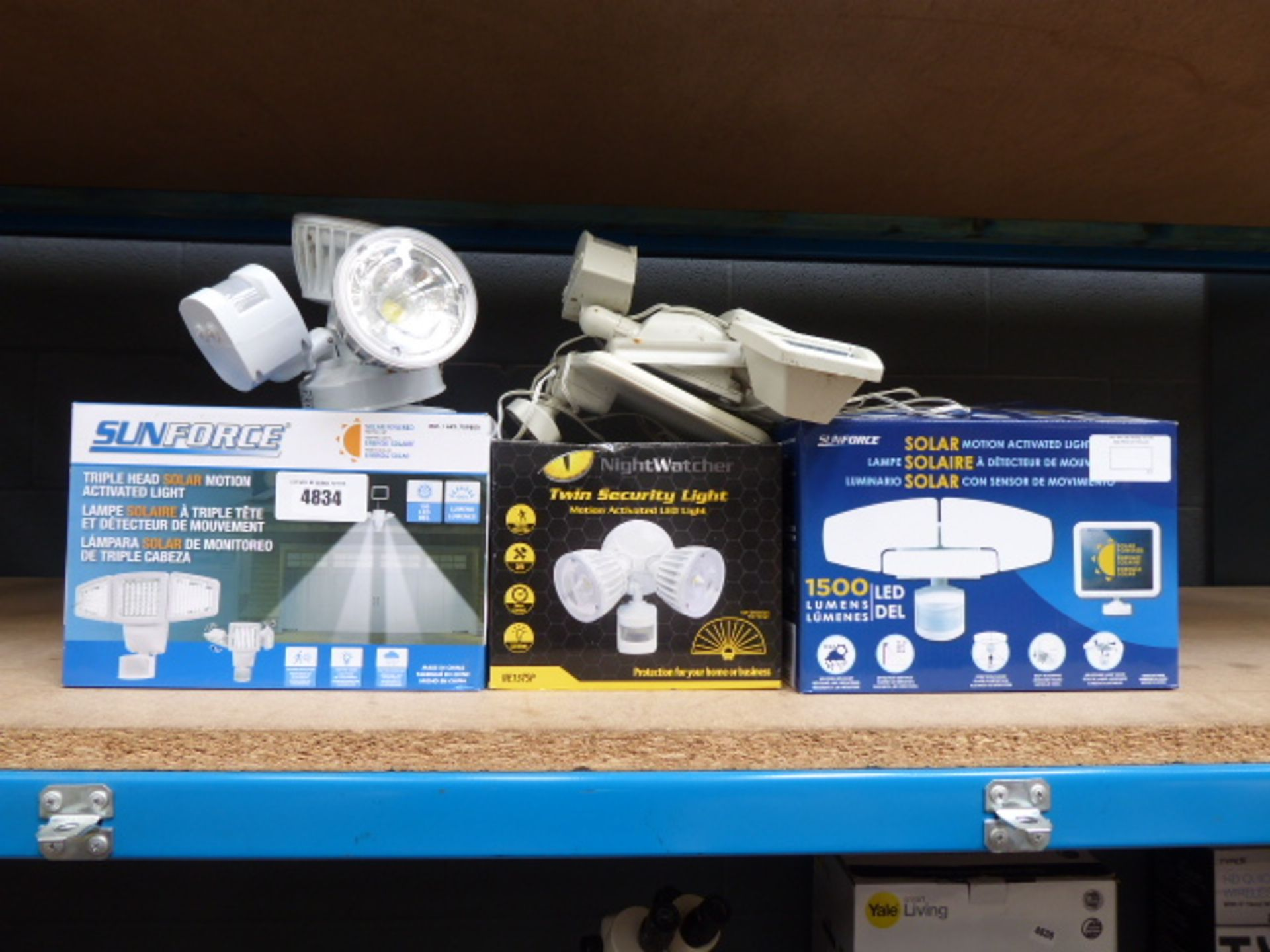 Lot 4834 - 3 Boxed and 2 unboxed solar motion lights