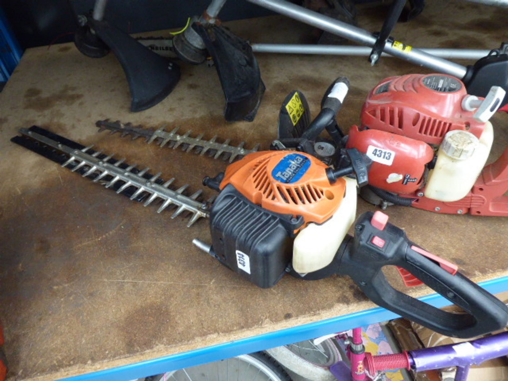 Lot 4314 - Tanaka petrol powered hedge cutter