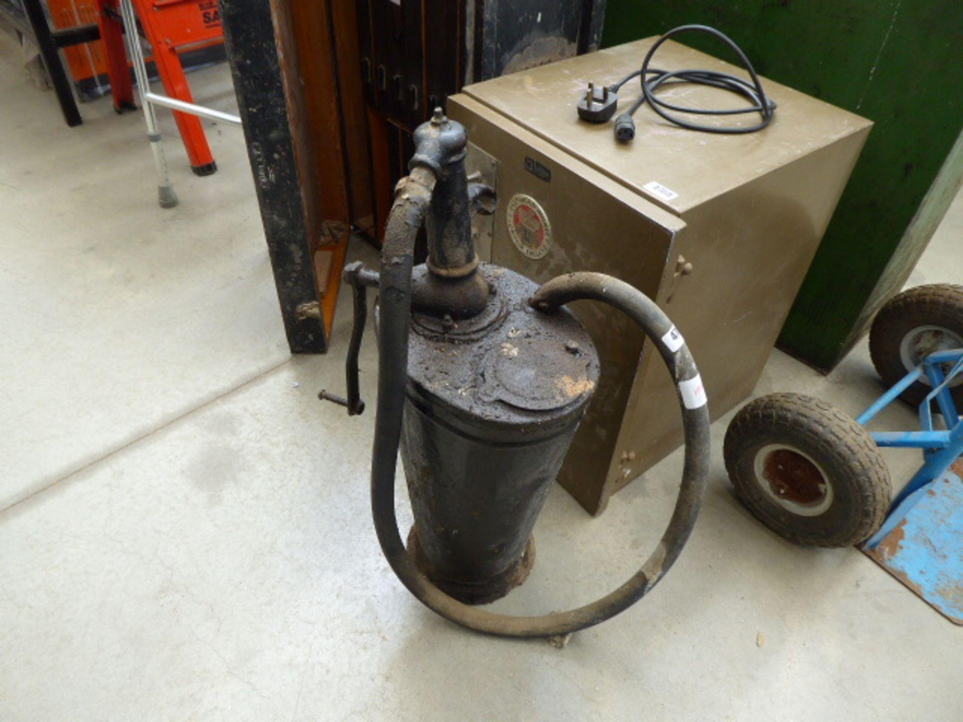 Lot 4767 - Vintage oil pump container
