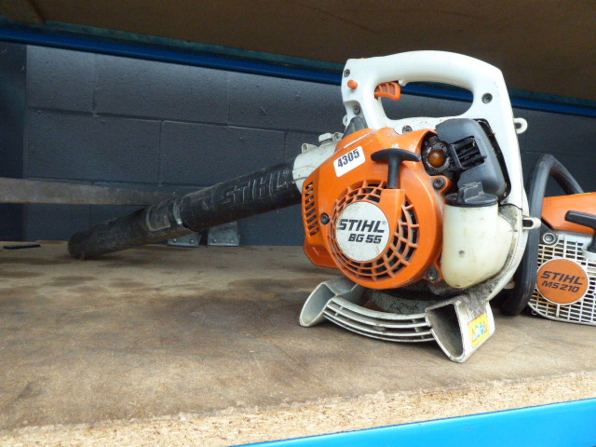 Lot 4305 - Stihl BG55 petrol powered leaf blower