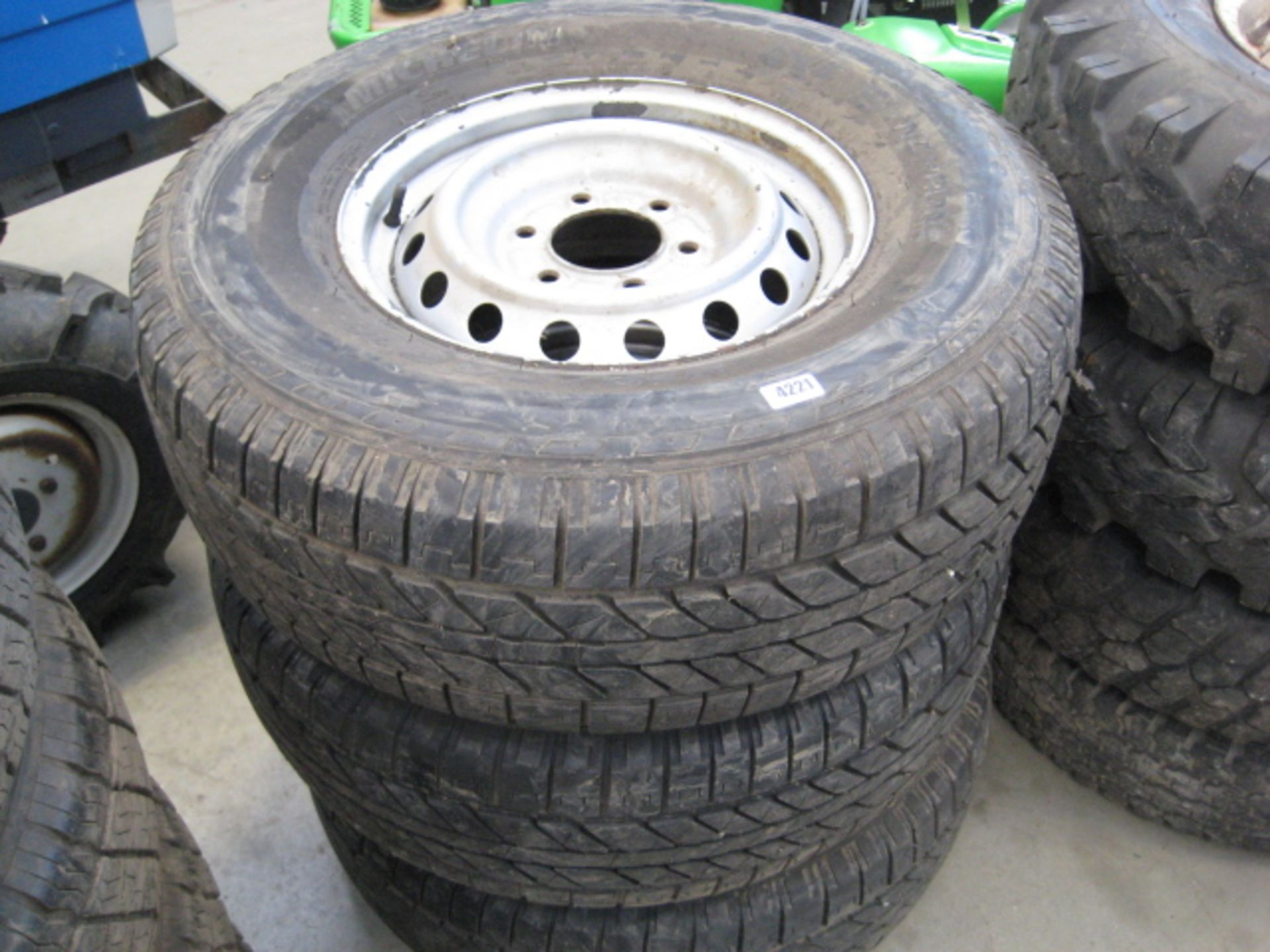Lot 4221 - 3 wheels and tyres (Michelin Synchrone 275/70R16)