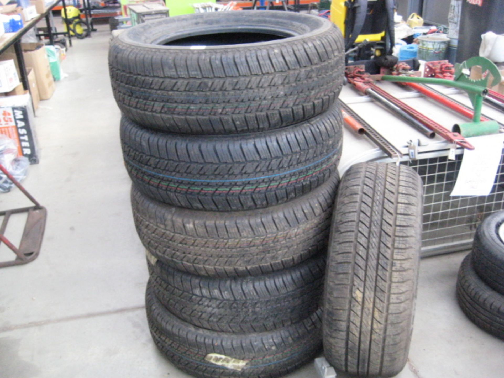 Lot 4218 - 5 x Bridgestone Dueler H/T 265/60R18 tyres (as new, delivery miles only)
