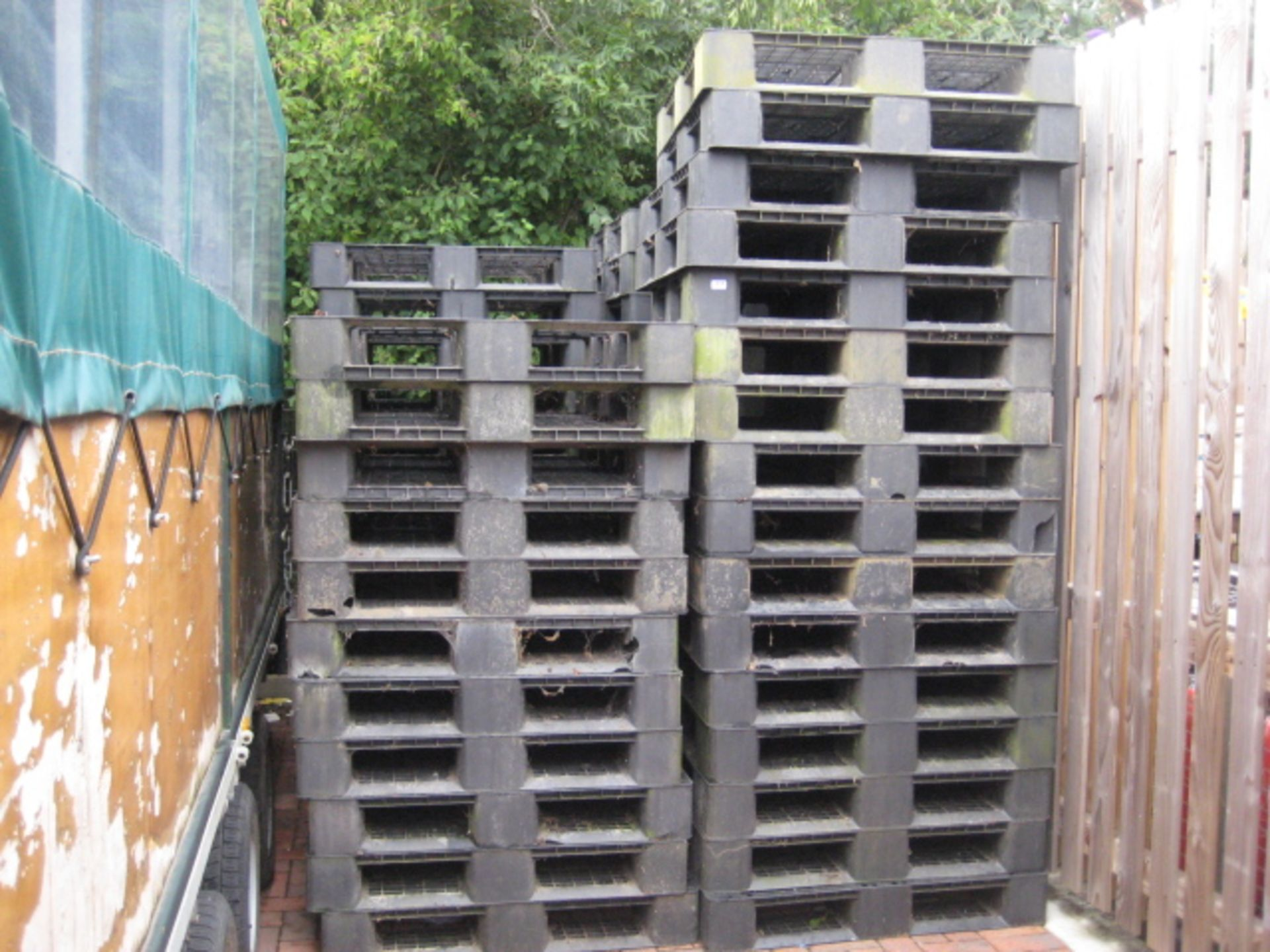 Lot 4119 - Large quantity of black plastic GRP pallets