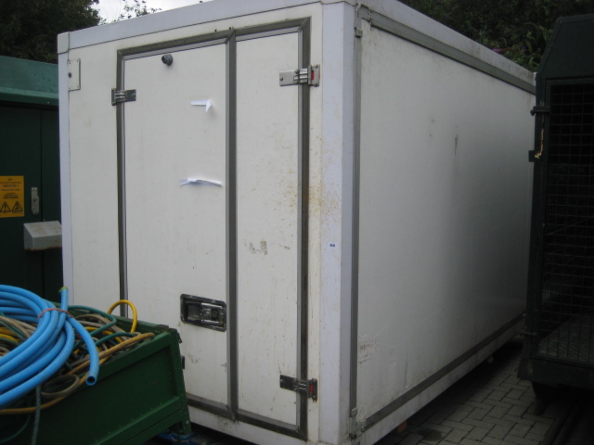 Lot 4141 - Large twin compartment demountable chiller with internal partition and Euro Frigo B1000XT compressor