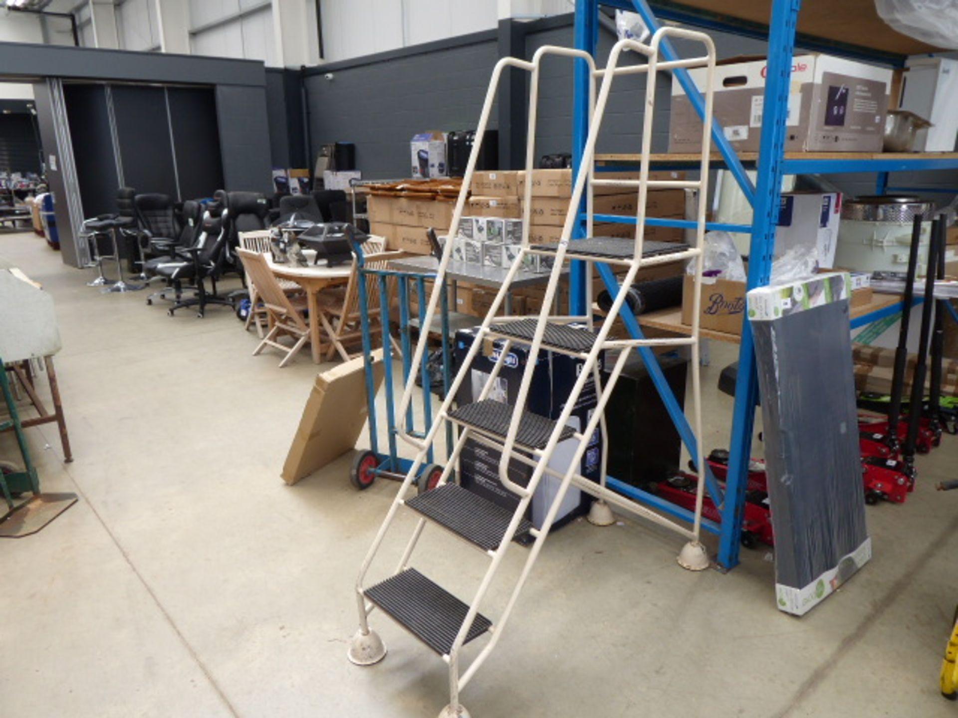 Lot 4537 - Set of warehouse steps