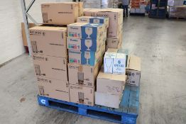 Large pallet of assorted glassware, including Arcoroc and Luminarc 12oz glasses, 8oz glasses, 6oz