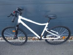 B-Twin white gents town cycle