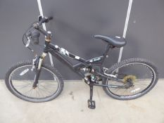 4025 Child's mountain bike in black