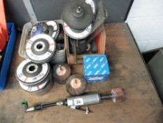 Air sander with a quantity of abrasive discs etc.