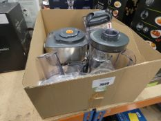 (60) Box containing mixer and attachments
