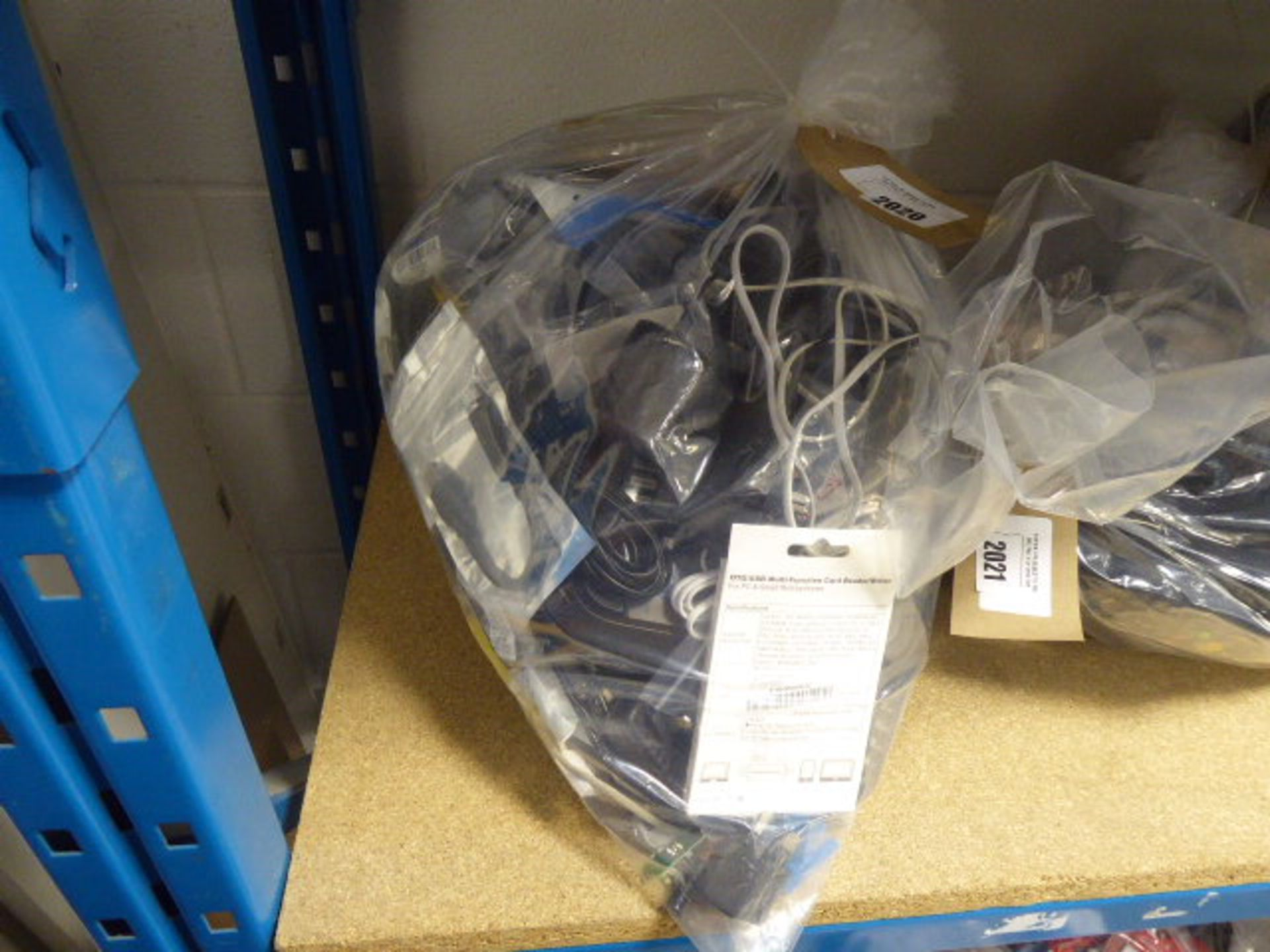 Lot 2020 - Bag of various electrical sundries inc. cables, power adaptors, routers
