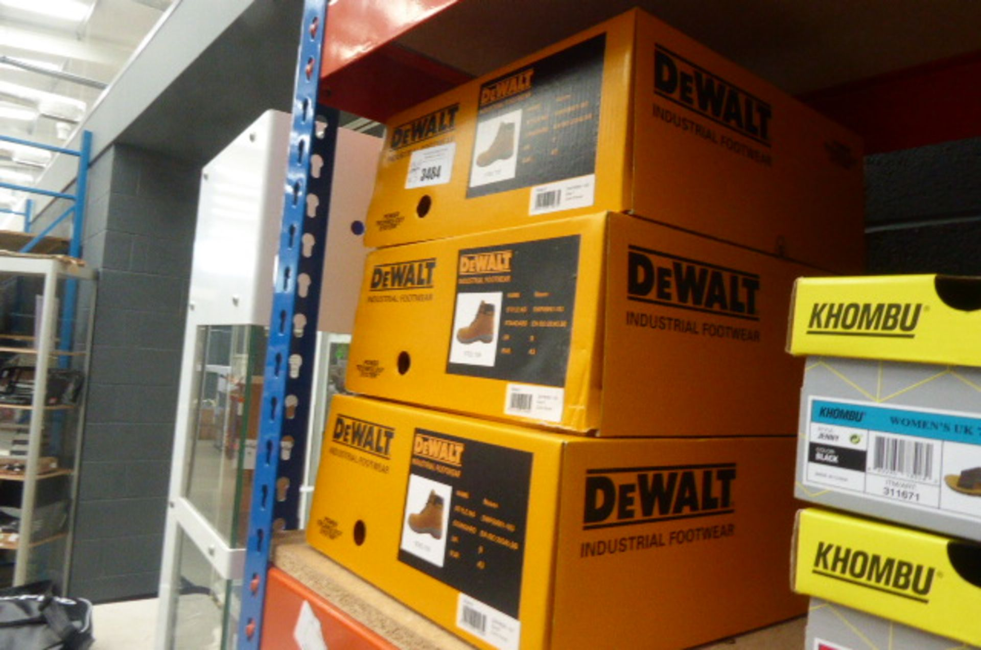 Lot 3484 - 3 boxed pairs of used De Walt industrial boots
