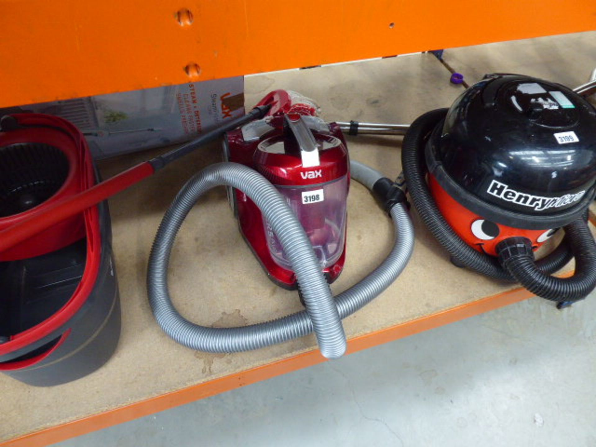 Lot 3198 - Tug along Vax vacuum cleaner no pole or accessories