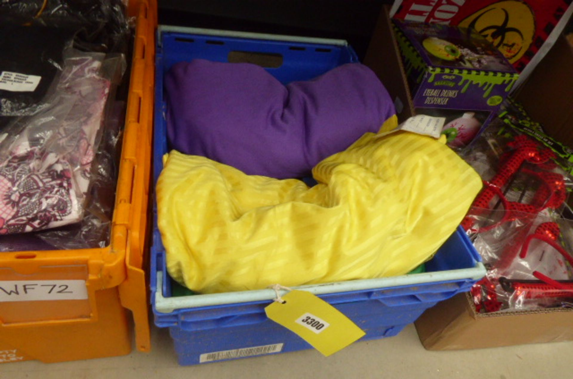 Lot 3300 - Box containing mixed material