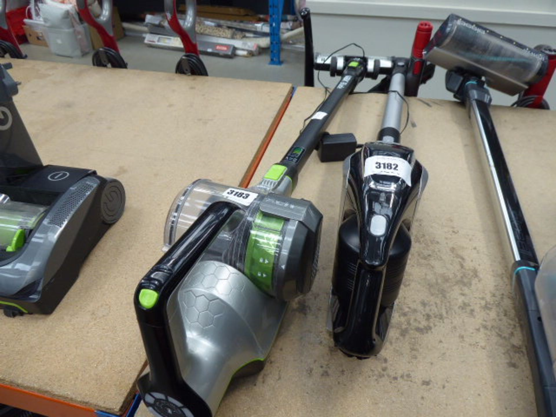 Lot 3183 - Handheld Vax with pole, head and charger