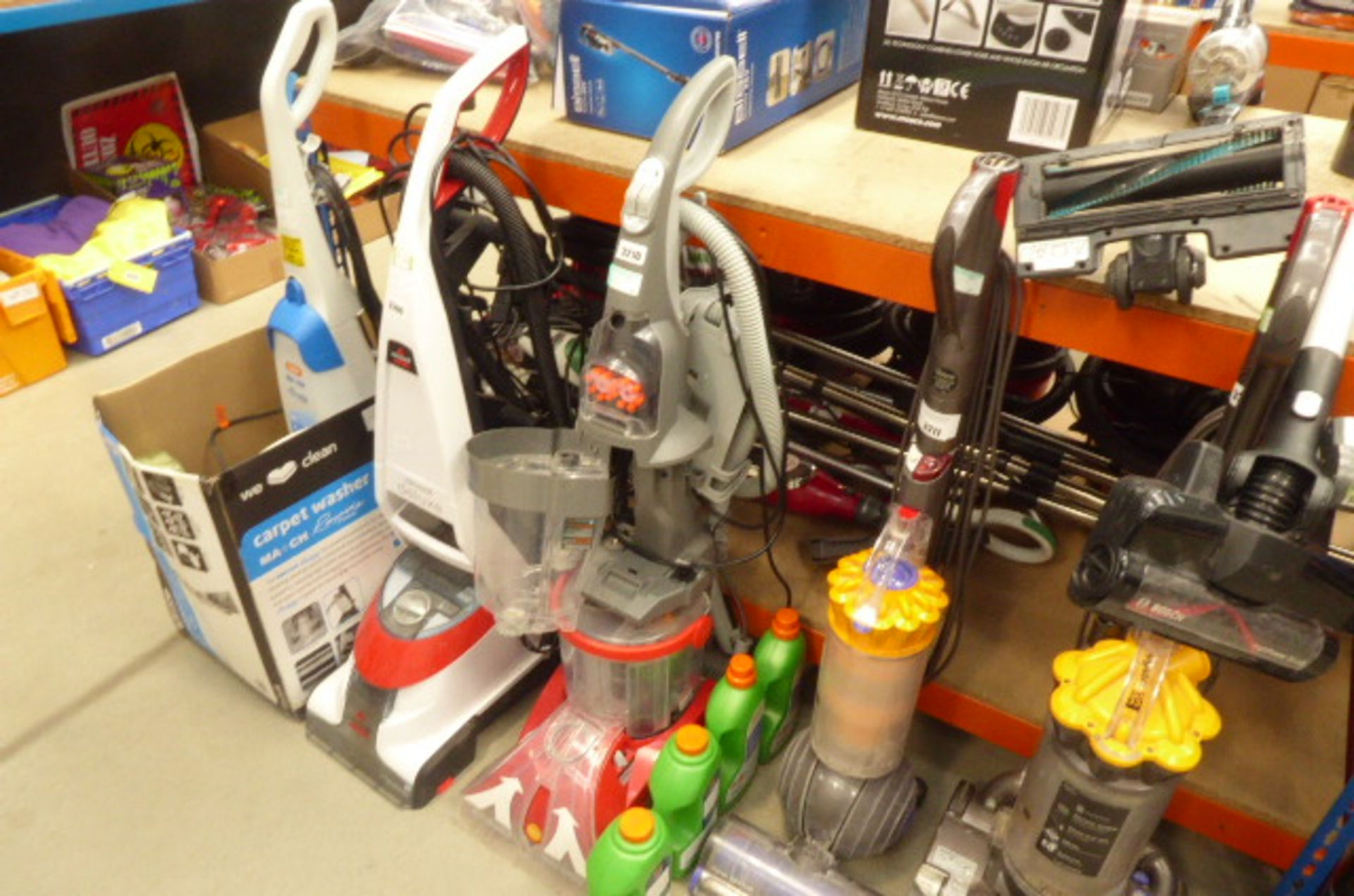 Lot 3210 - Upright Vax washer with cleaning solution