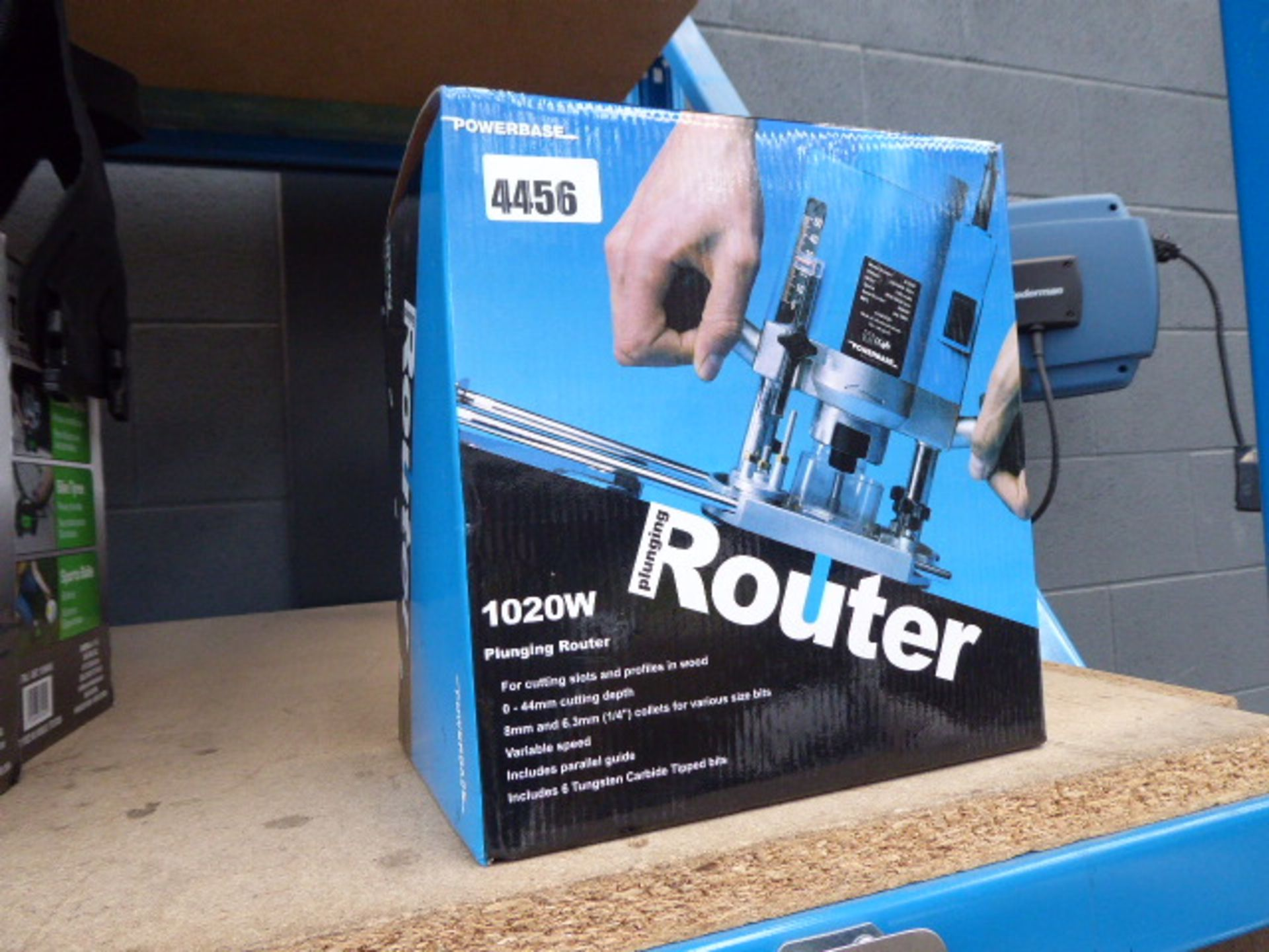 Lot 4456 - Power based router