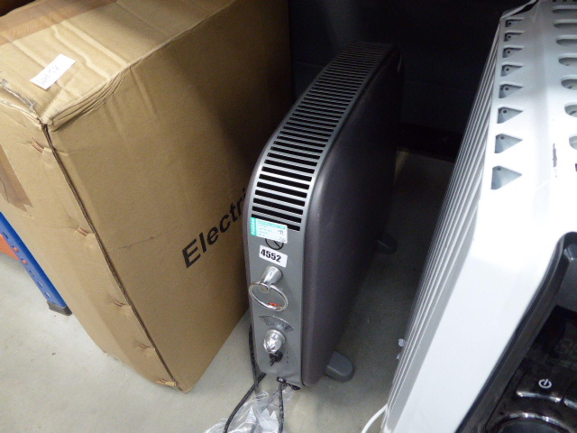 Lot 4552 - Small Delonghe convector heater