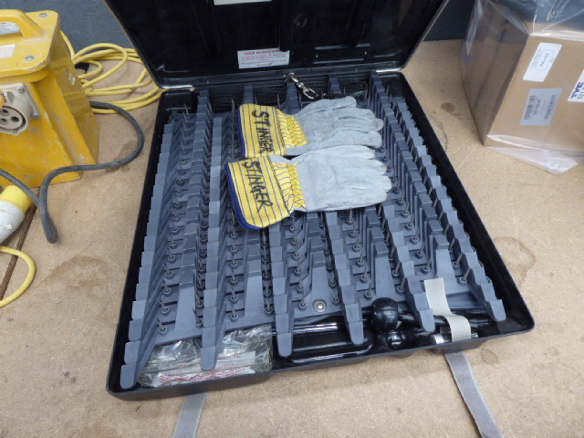 Lot 4547 - Stinger car spike puncture kit