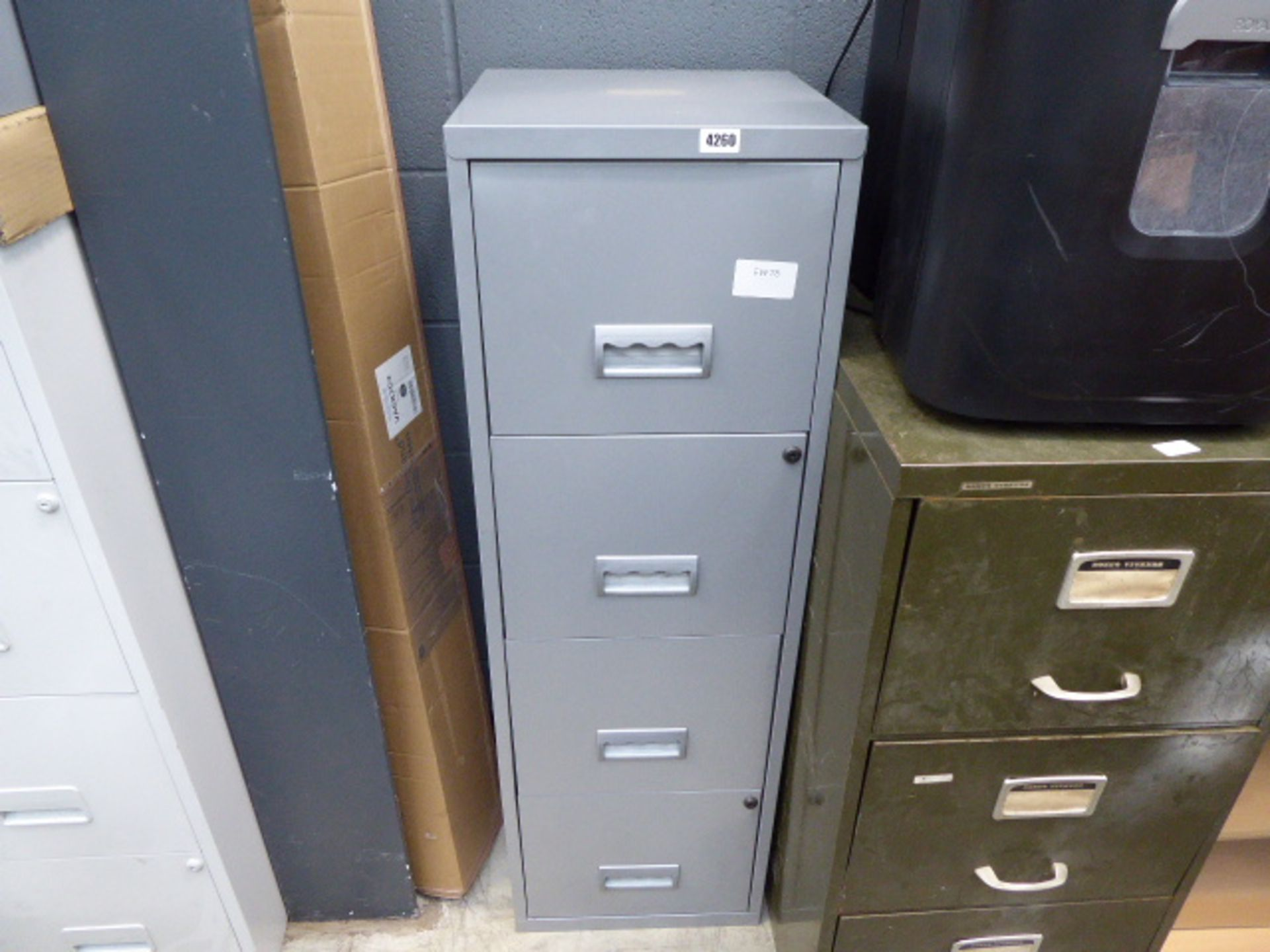 Lot 4260 - 4 drawer metal filing cabinet