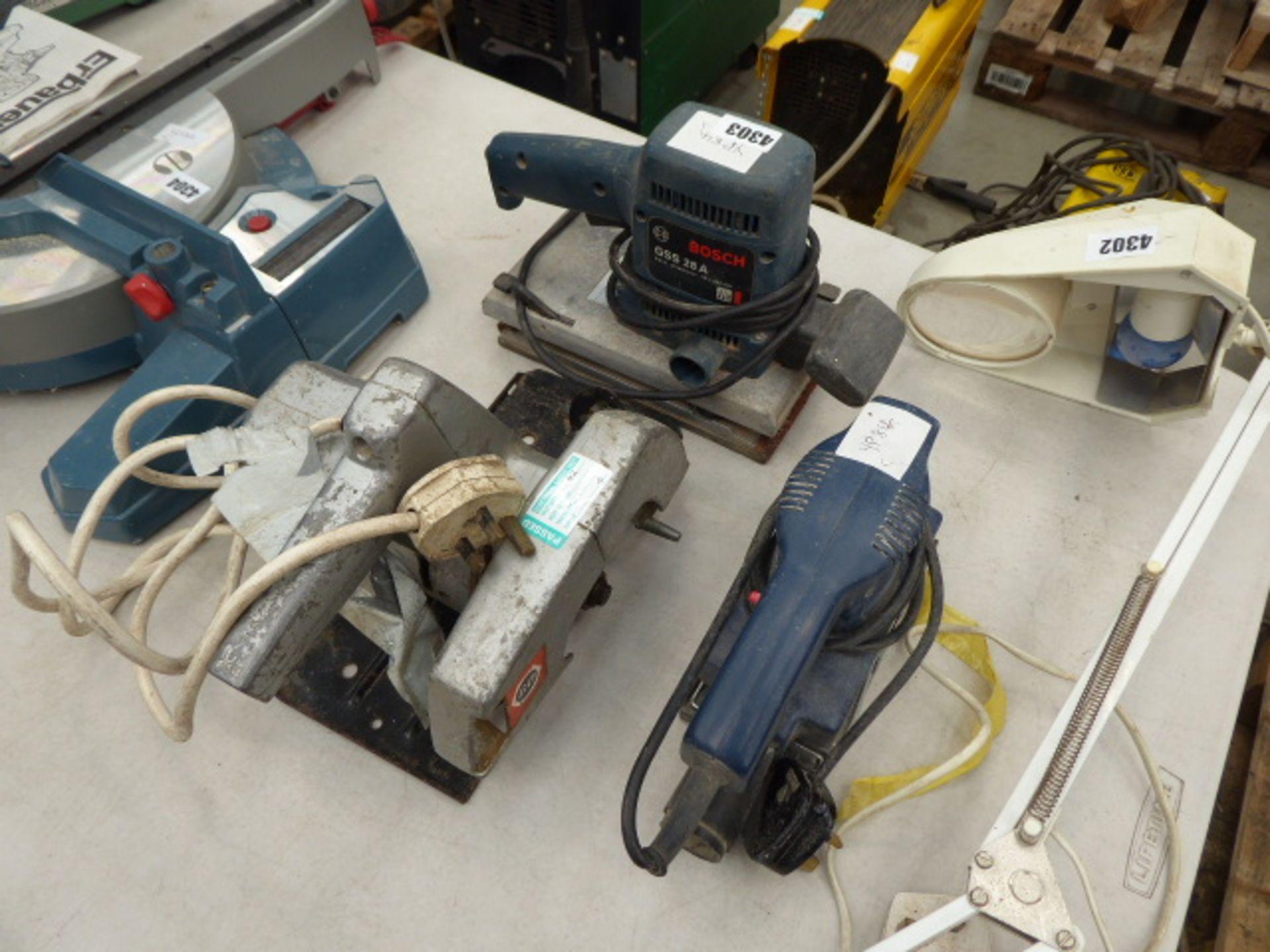 Lot 4303 - 2 sanders and a circular saw