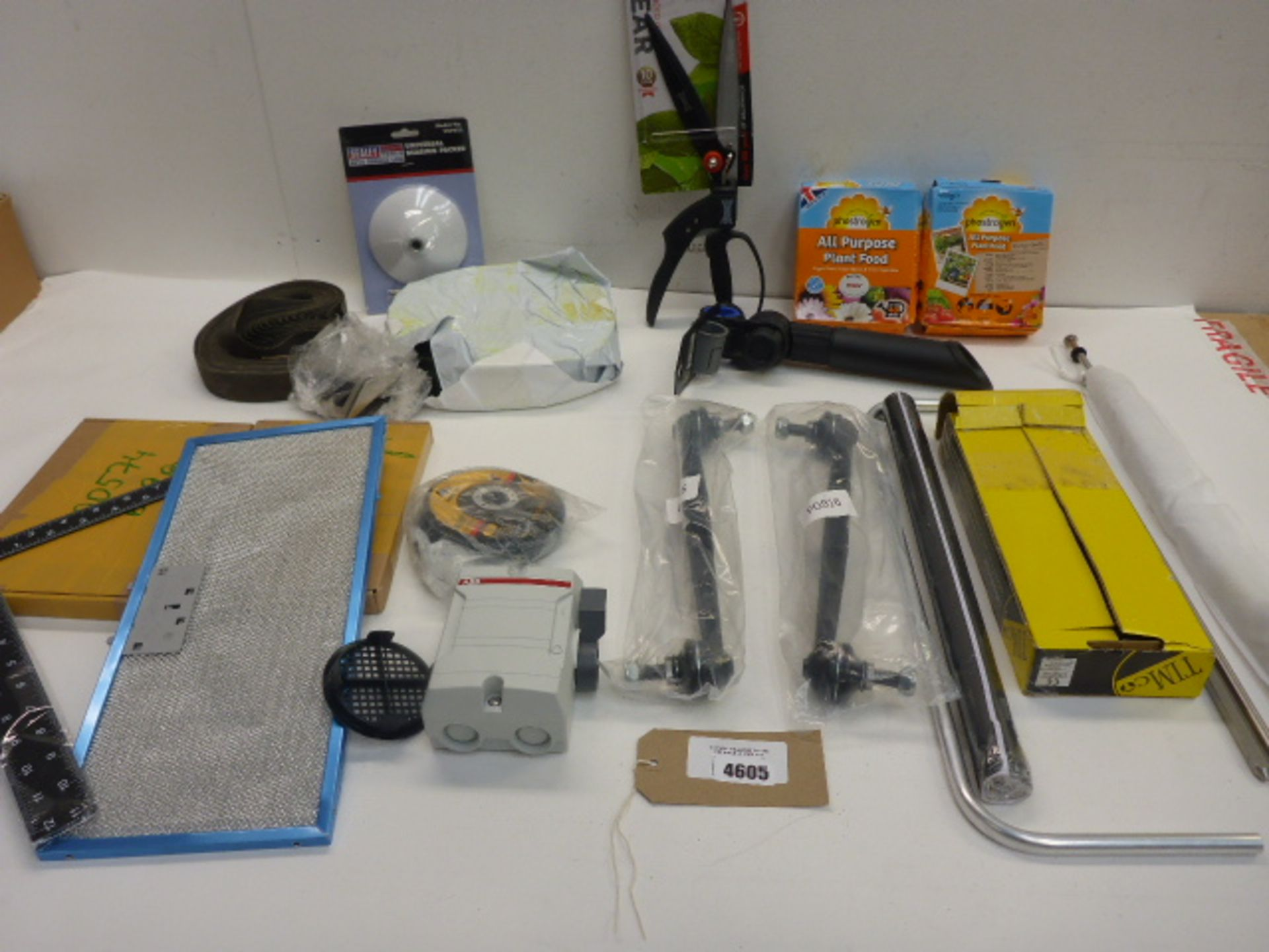 Lot 4605 - Switch disconnector, screws, plant feed, shears, bearing packer, cutting discs etc