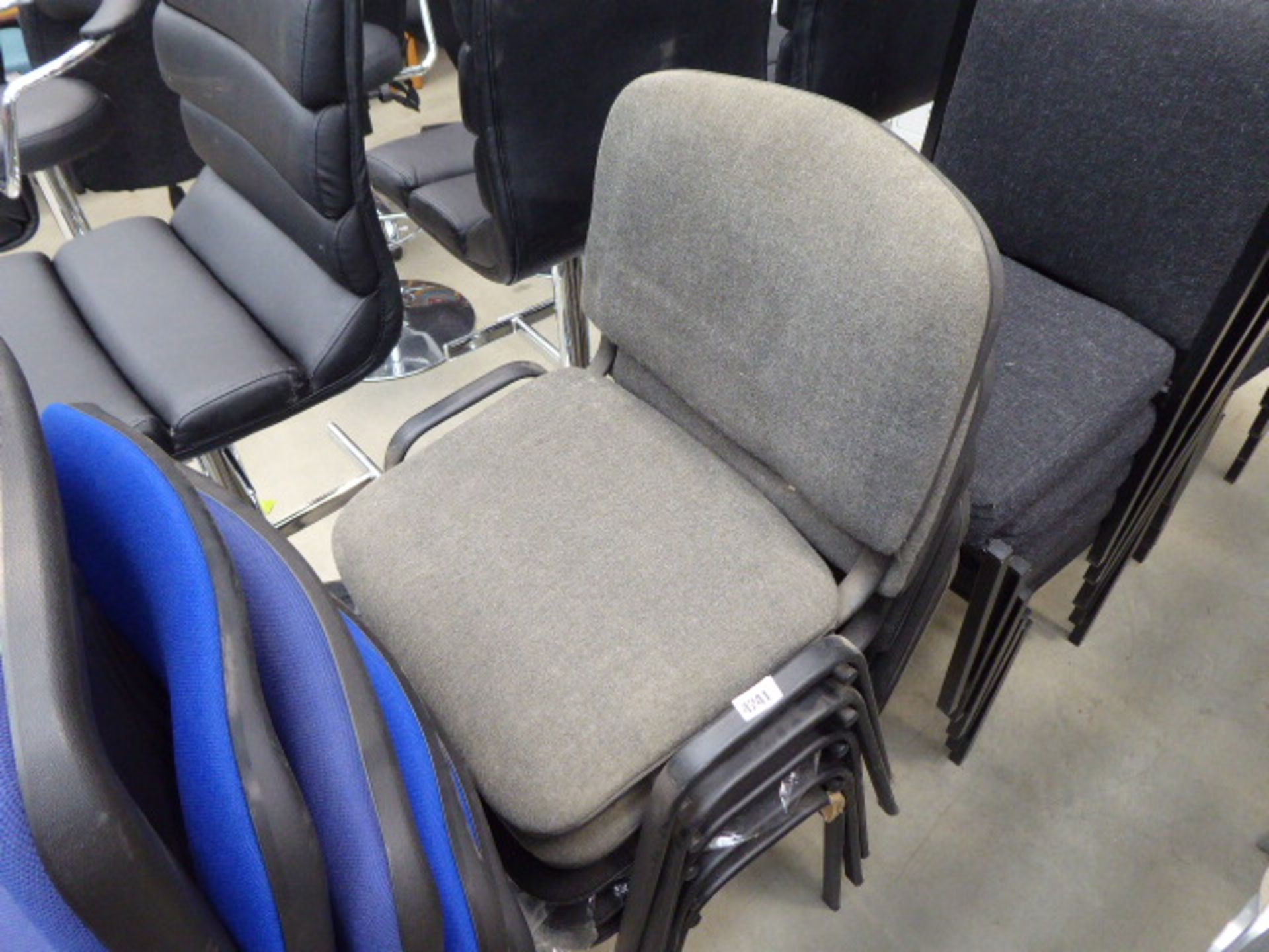 Lot 4241 - 2 grey and 3 black cloth stacking chairs
