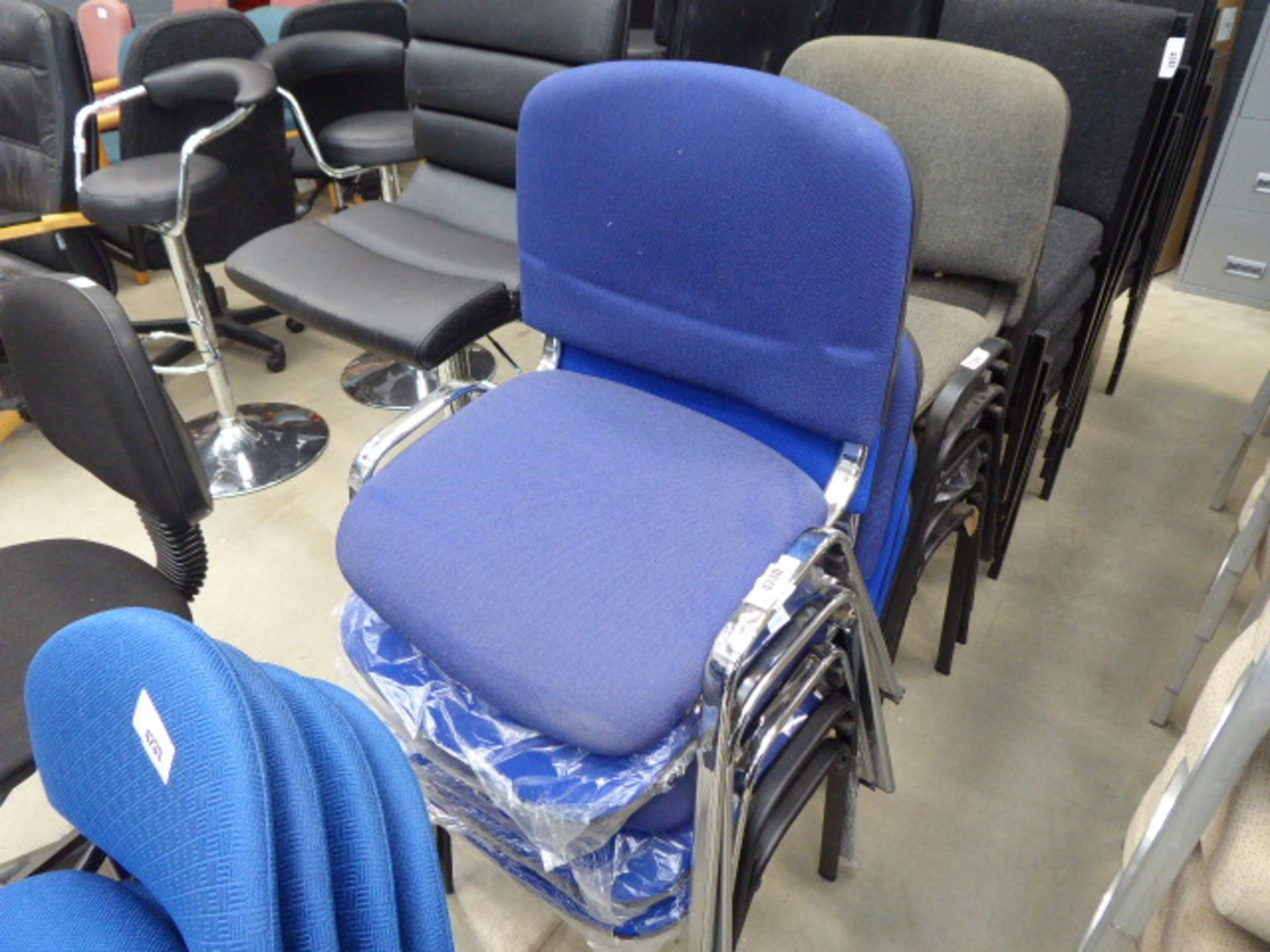 Lot 4240 - 5 blue cloth stacking chairs