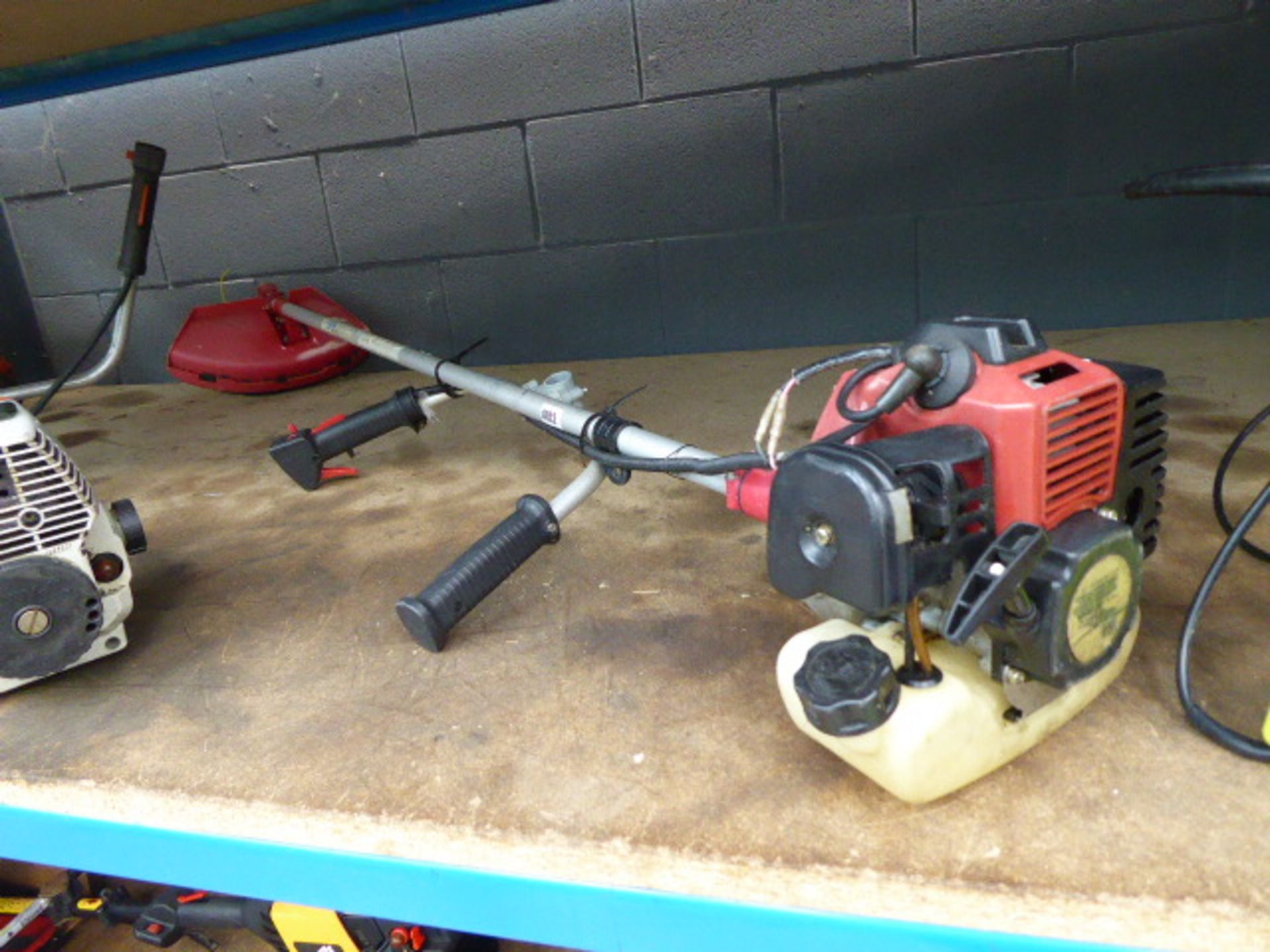 Lot 4052 - Red petrol powered strimmer