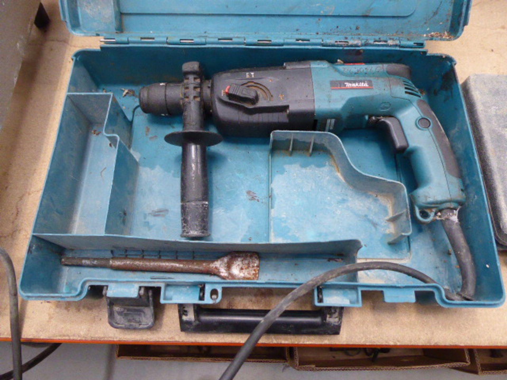 Lot 4532 - Makita 110v SdS drill and a qty of drill birs