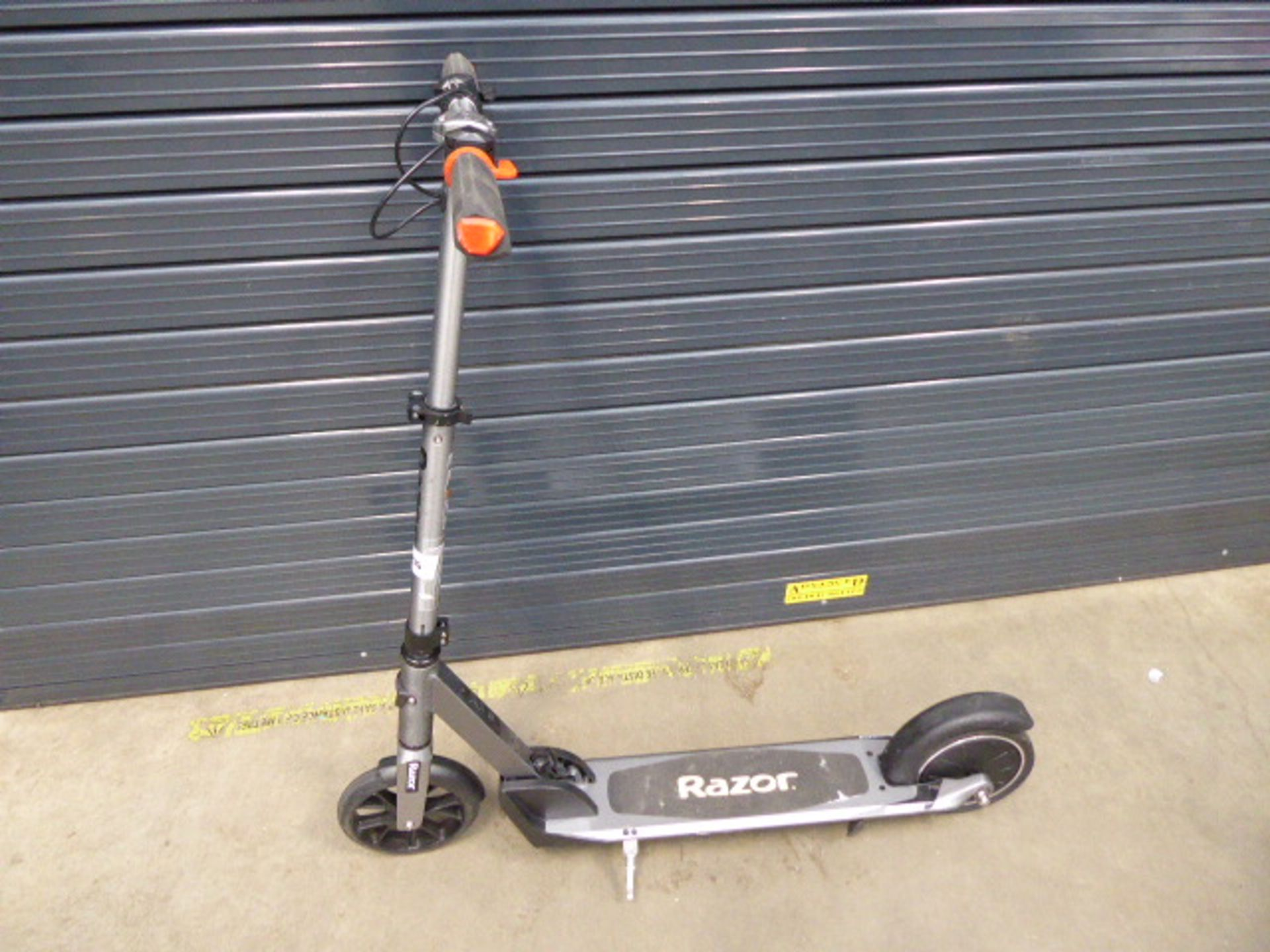 Lot 4035 - Razor silver electric scooter