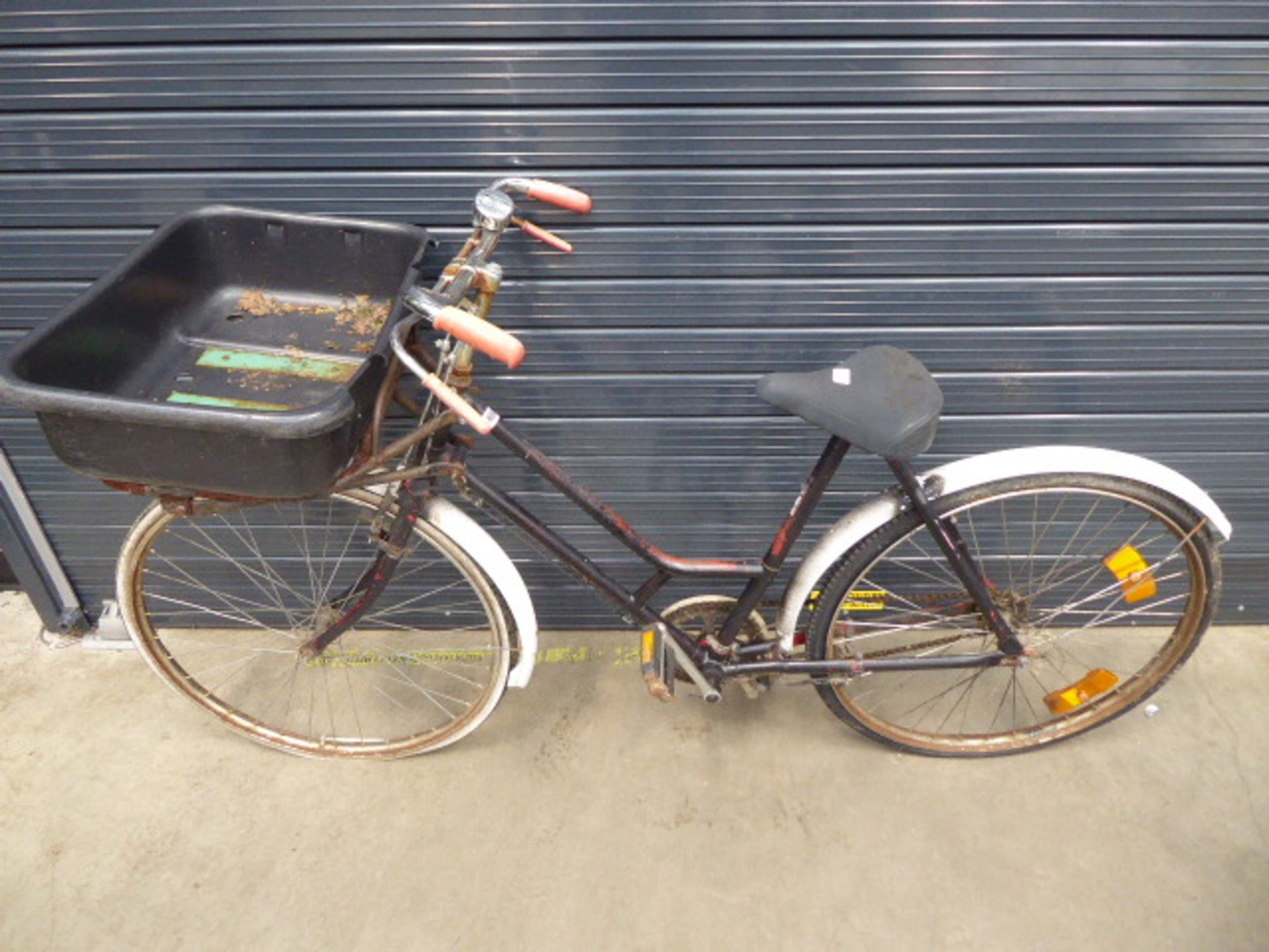 Lot 4040 - Vintage postman's style cycle